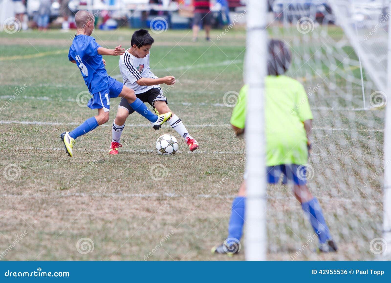De Voetbalstersstrijd van het de jeugdvoetbal voor de Bal