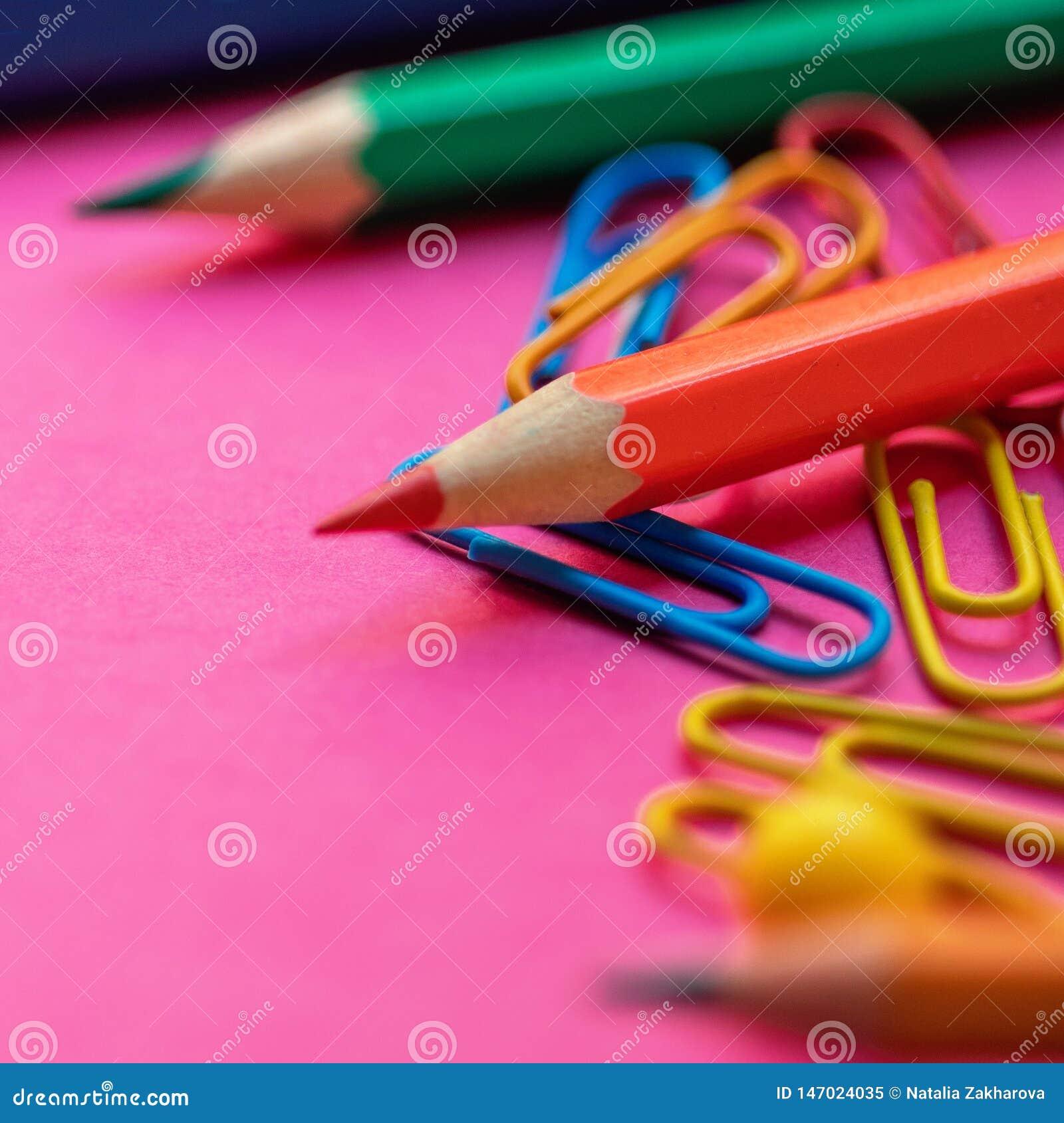 De volta ? escola Fontes de escola no fundo colorido para classes e lições Configura??o lisa Vista superior
