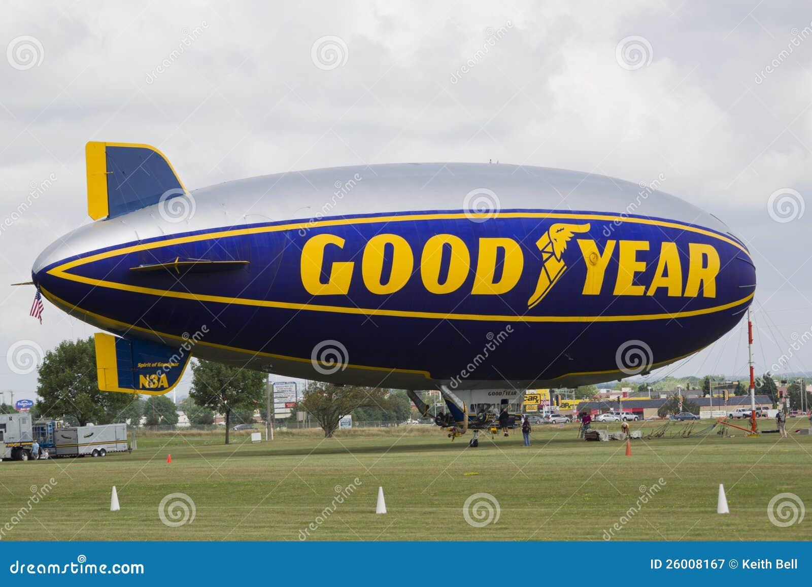 De voorbereiding van de Blimp van Goodyear voor vlucht