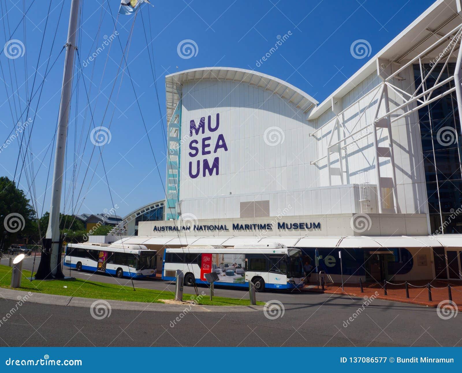 De voorgevel bouw van Australisch nationaal maritiem die museum te de waterkant van Sydney op het noordelijke eind van Darling Ha
