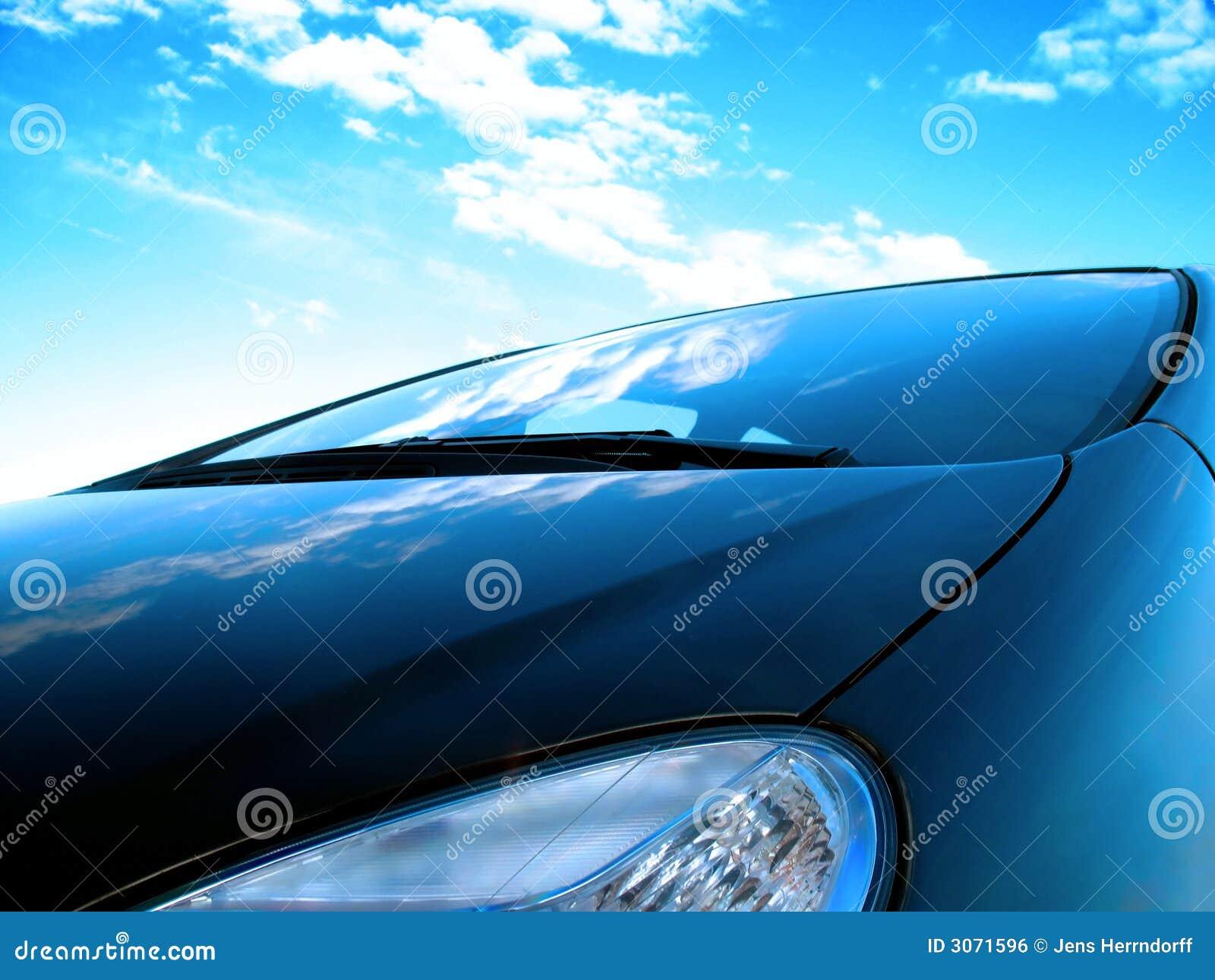 De voorzijde van de auto