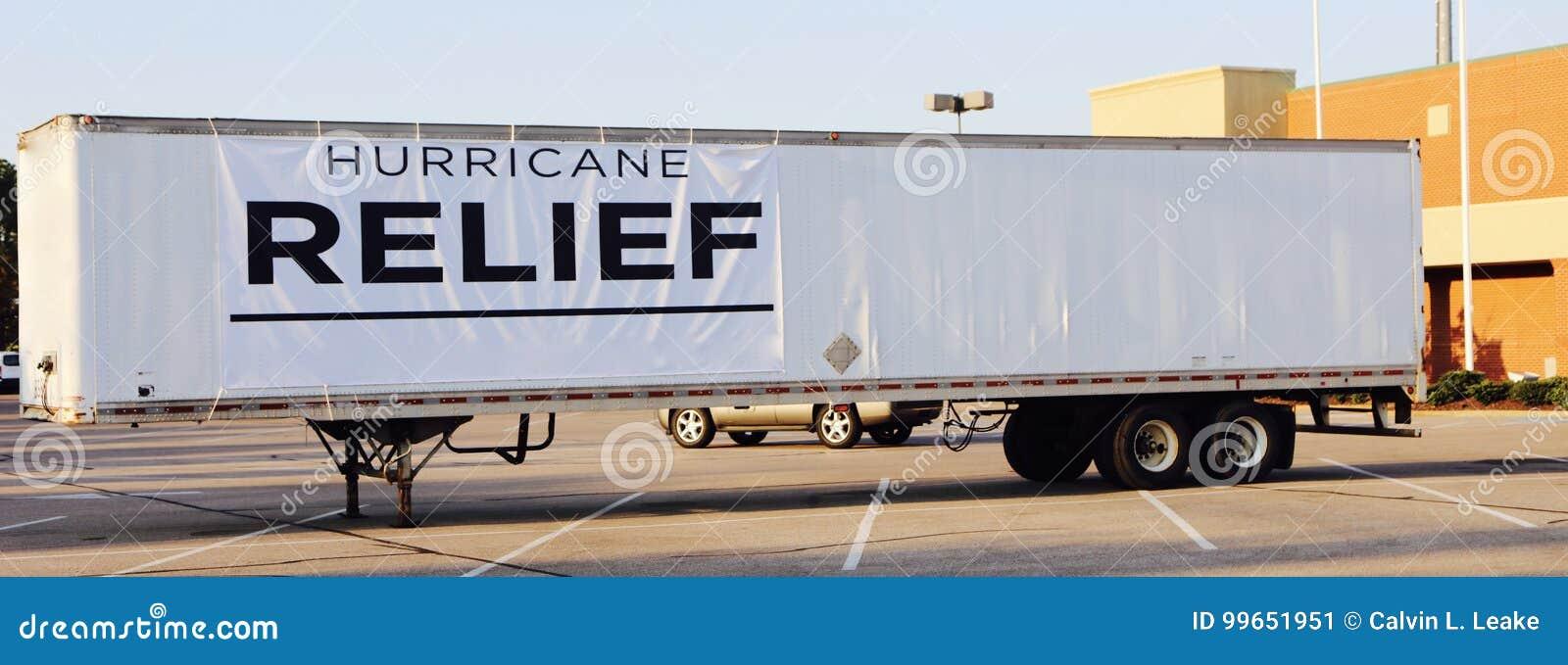 De Vrachtwagen van de orkaanhulp voor Irma en Harvey Victims