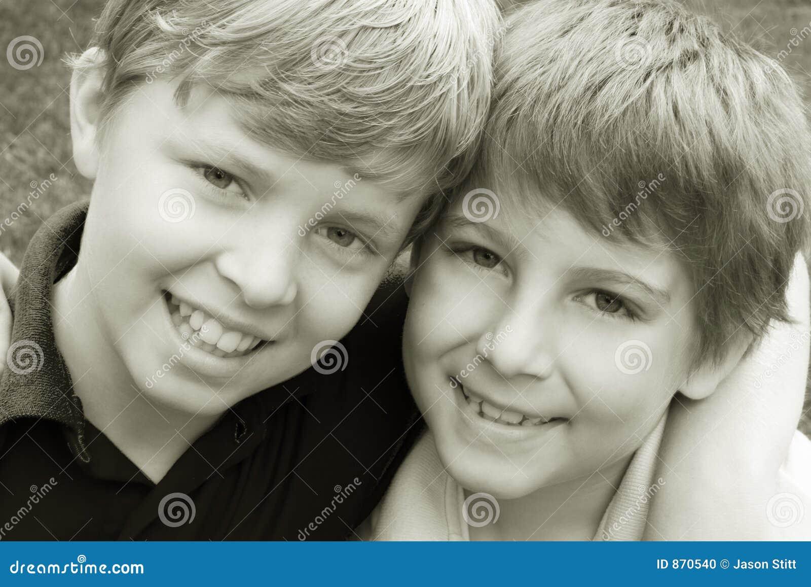 De vriendschap van jongens stock foto afbeelding 870540 - De kamer van de jongen ...