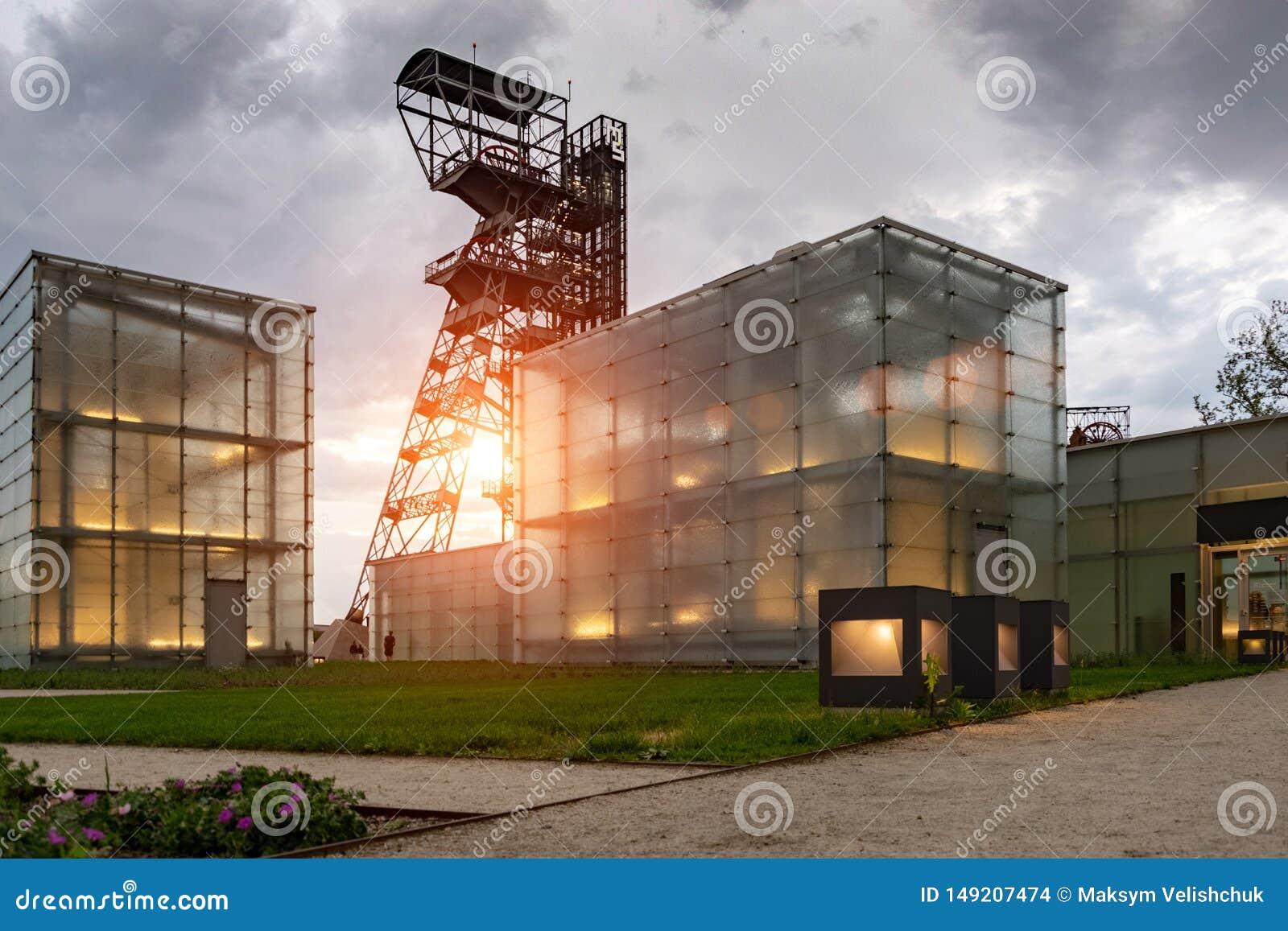 De vroegere kolenmijn ` Katowice `, zetel van het Silezische Museum Het complex combineert oude mijnbouwgebouwen en infrastructuu