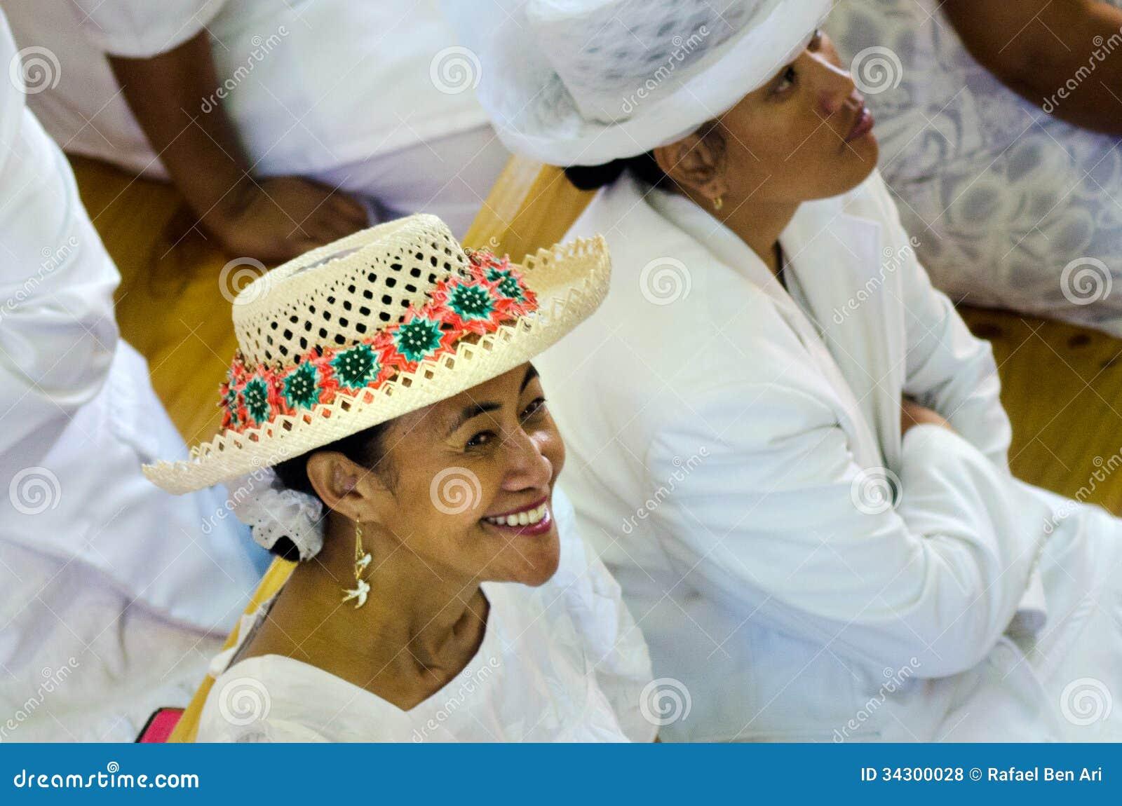 De vrouw die van kokislander rito hoed dragen redactionele stock foto afbeelding 34300028 - Geloof hars ...