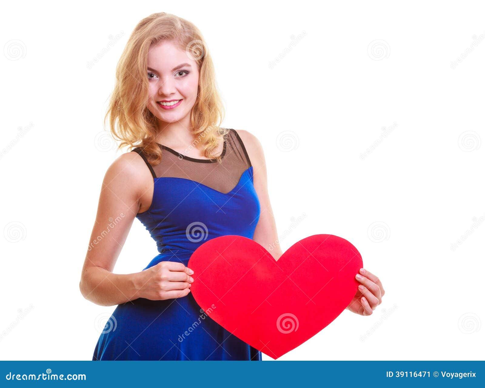 De vrouw houdt Valentine-de liefdehart van het dagsymbool
