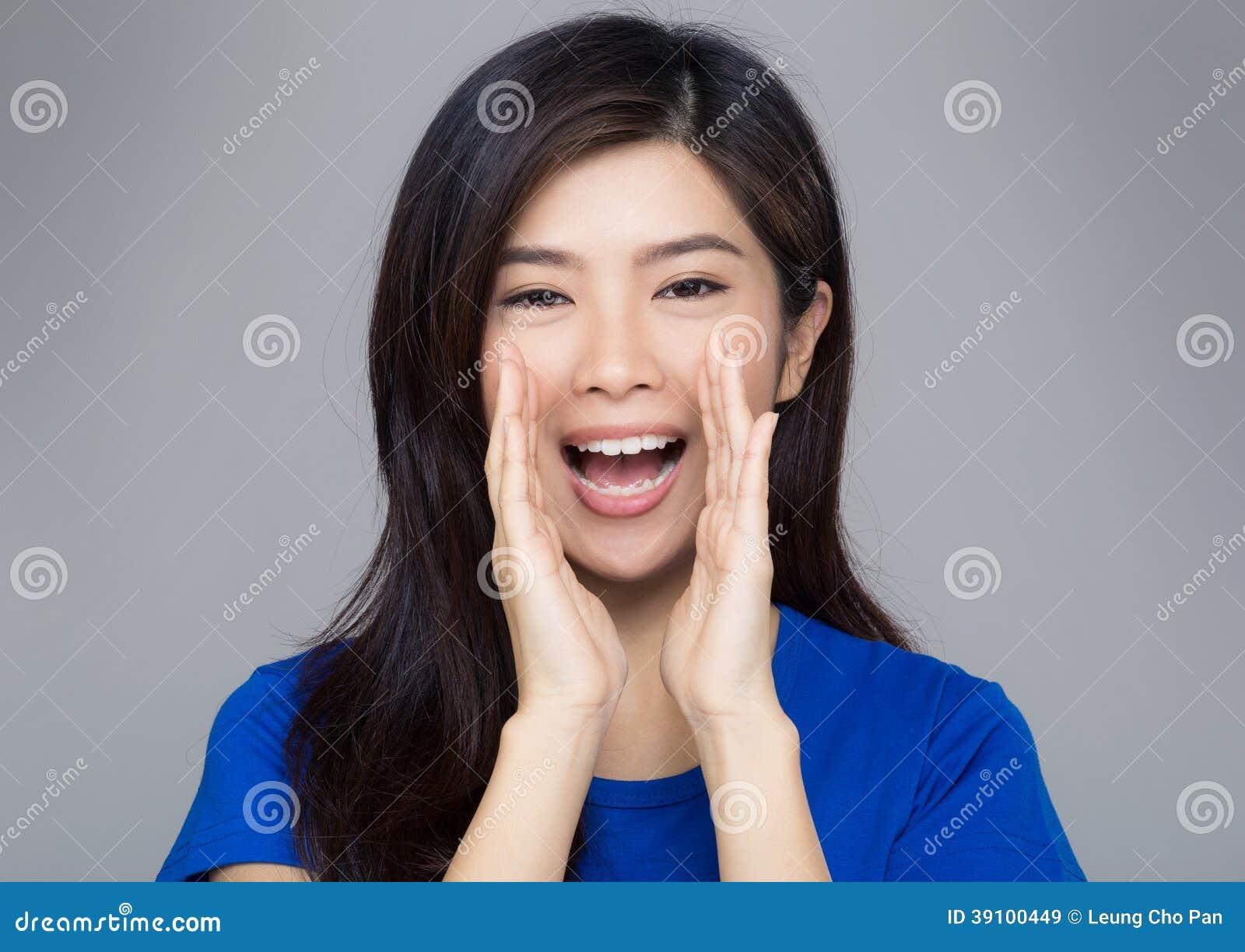 De vrouw van Azië het schreeuwen