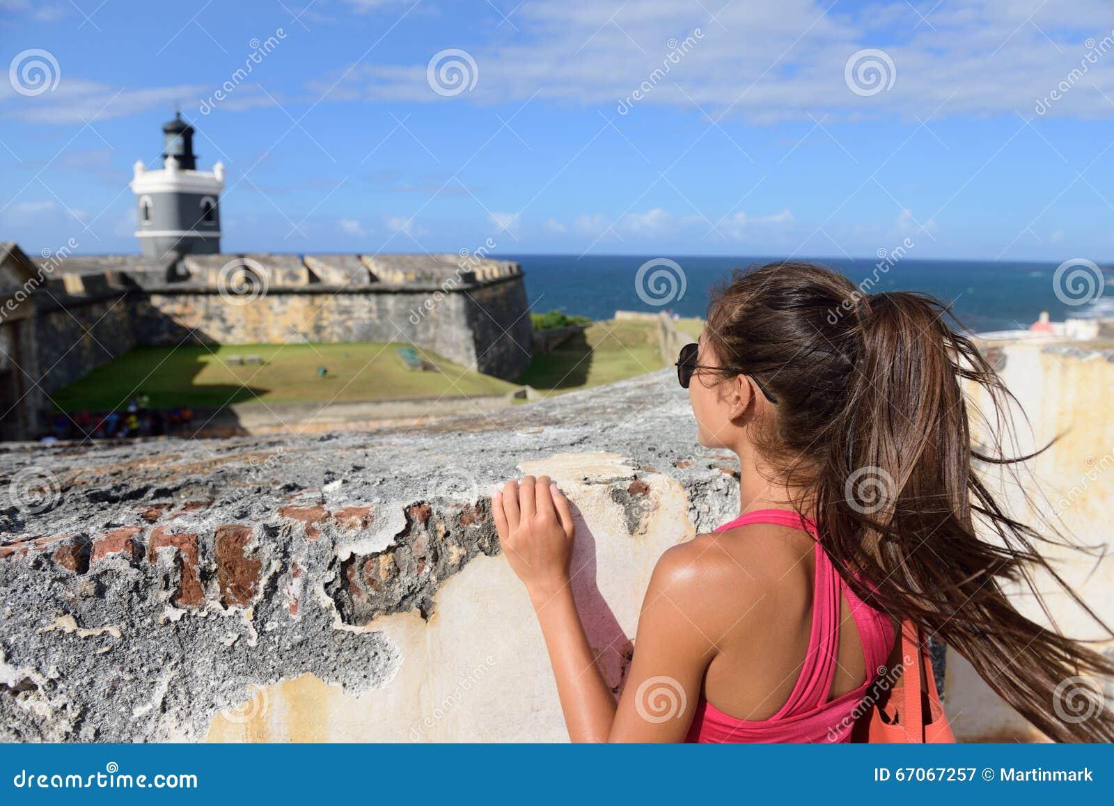 De vrouw van de de reistoerist van Puerto Rico in San Juan
