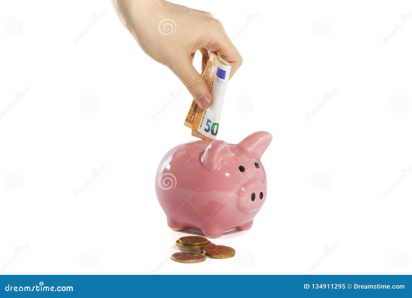 De vrouwenhand zet geld in het spaarvarken