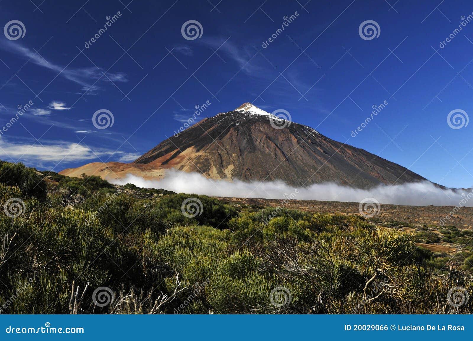 De vulkaan van Teide van ver