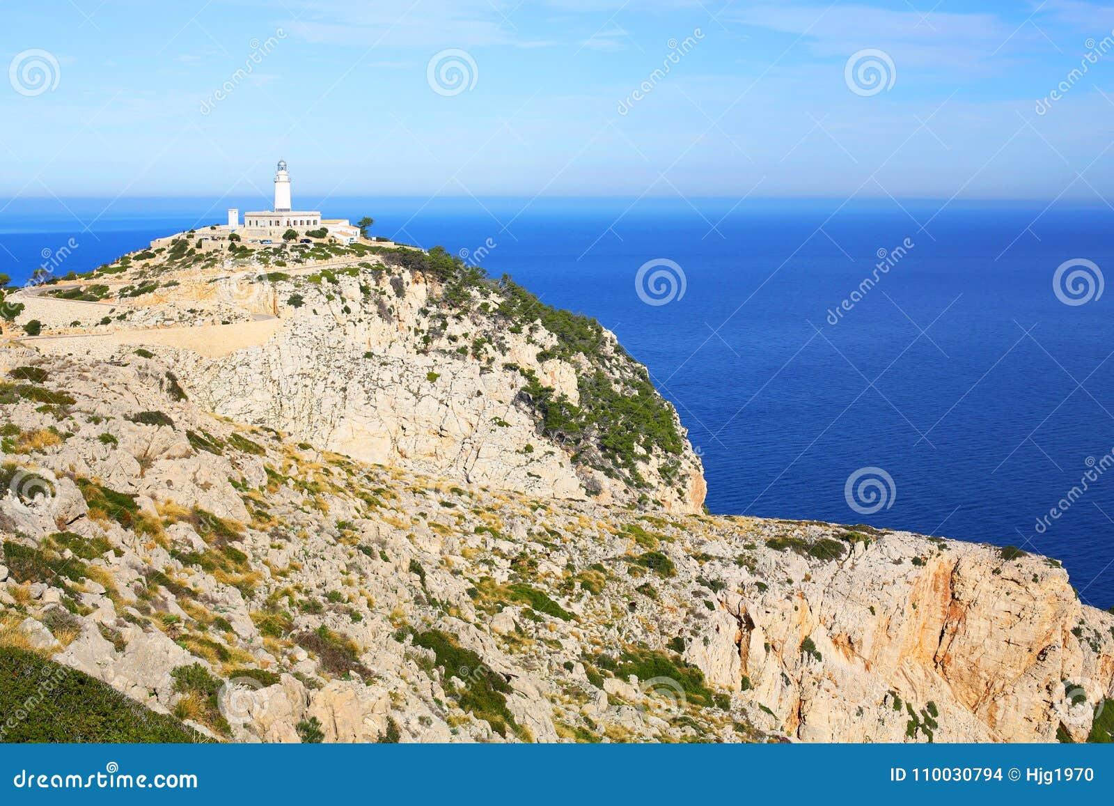 De vuurtoren op GLB Formentor op Majorca-Eiland, Spanje, een panorama