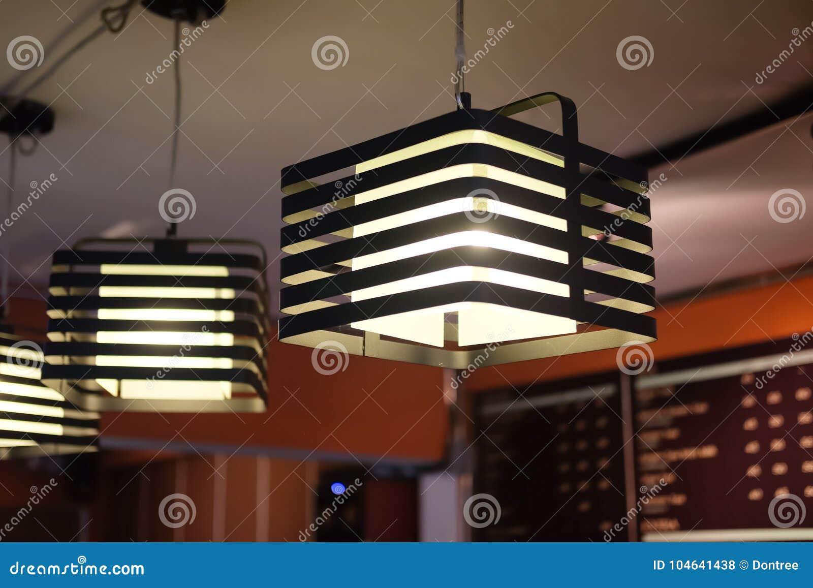 Download De Warme Lamp Van De Toon Gloeilamp Stock Foto - Afbeelding bestaande uit hanging, koffie: 104641438