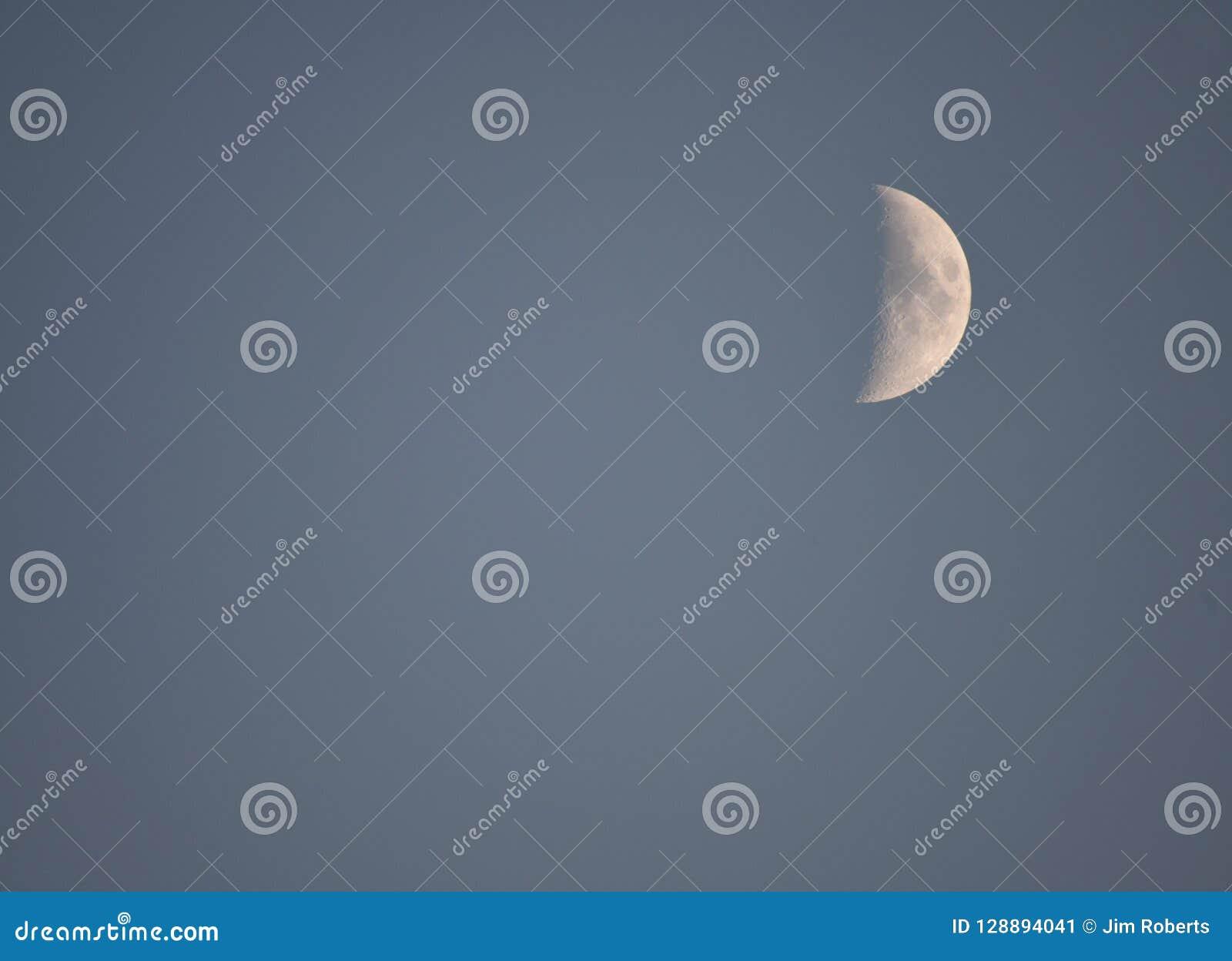 43 8  In de was zettend Crescent Moon