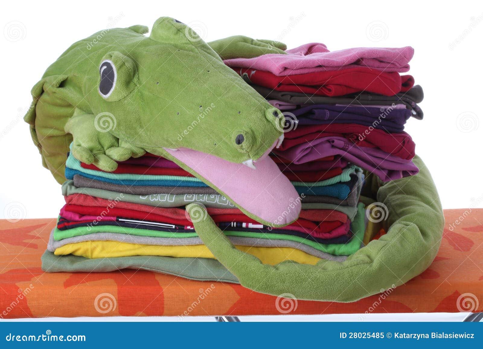 De wasserij van het kind op strijkplank royalty vrije stock foto beeld 28025485 - Planklengte van het kind ...