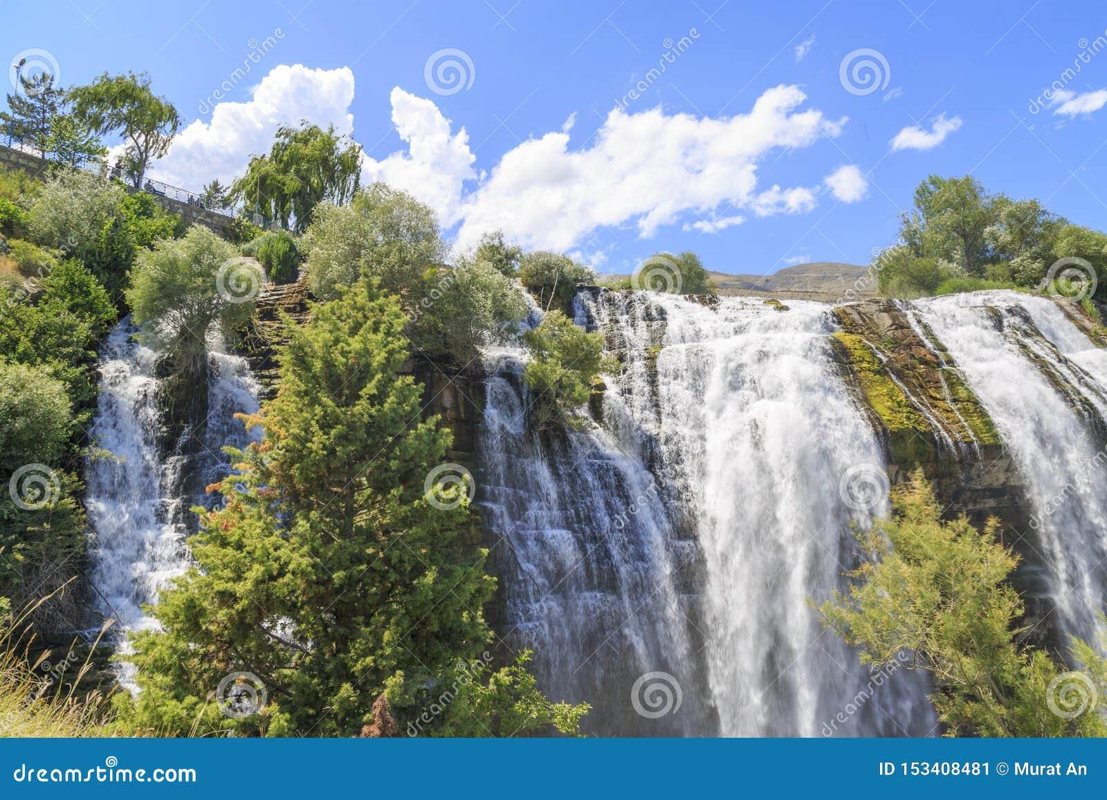 De waterval van Tortumuzundere van middendeel in Erzurum, Turkije
