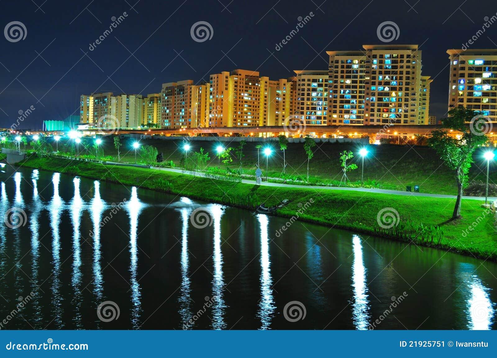 De Waterweg van Punggol met parken en flats
