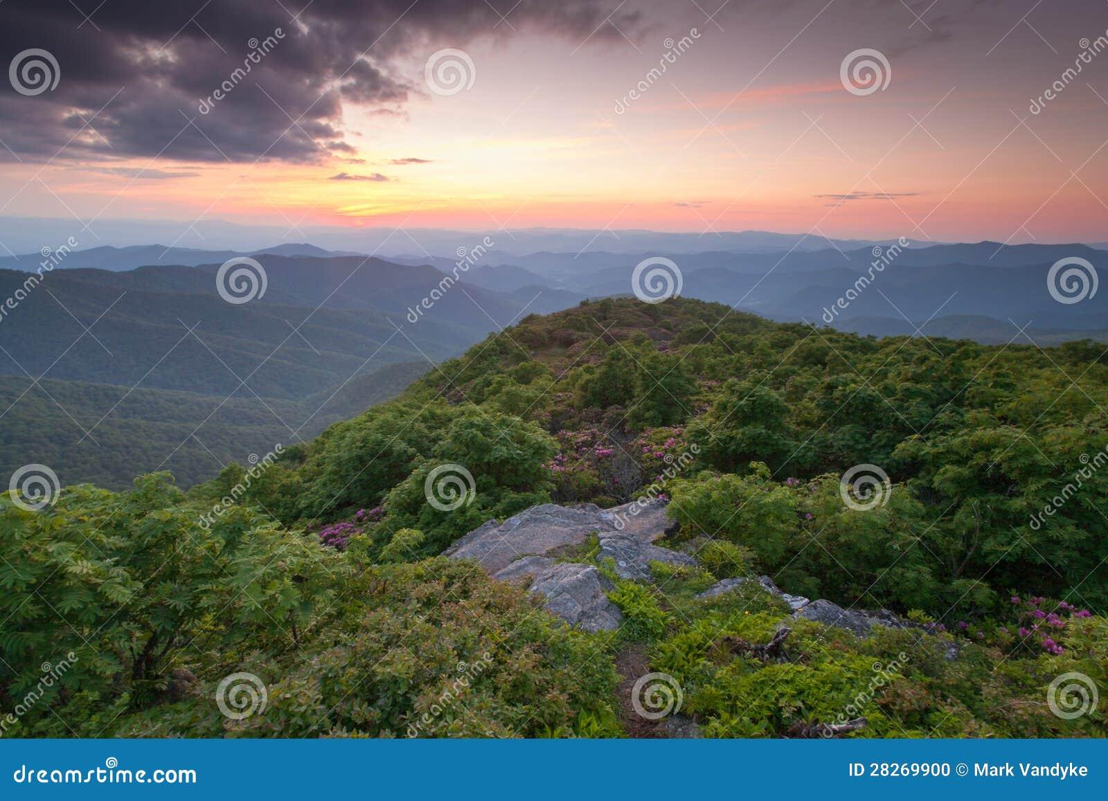 De westelijke Berg van de Top van Noord-Carolina Steile overziet