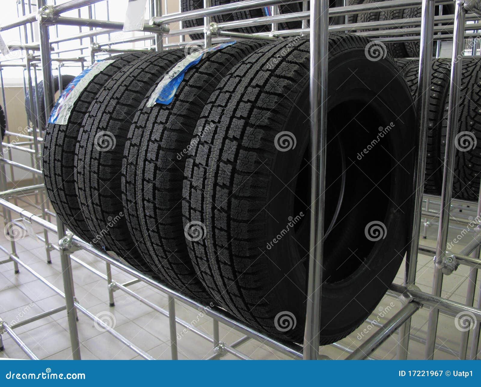 De wielen van de auto