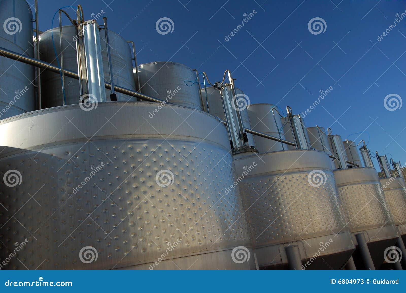 De wijntanks van het roestvrij staal