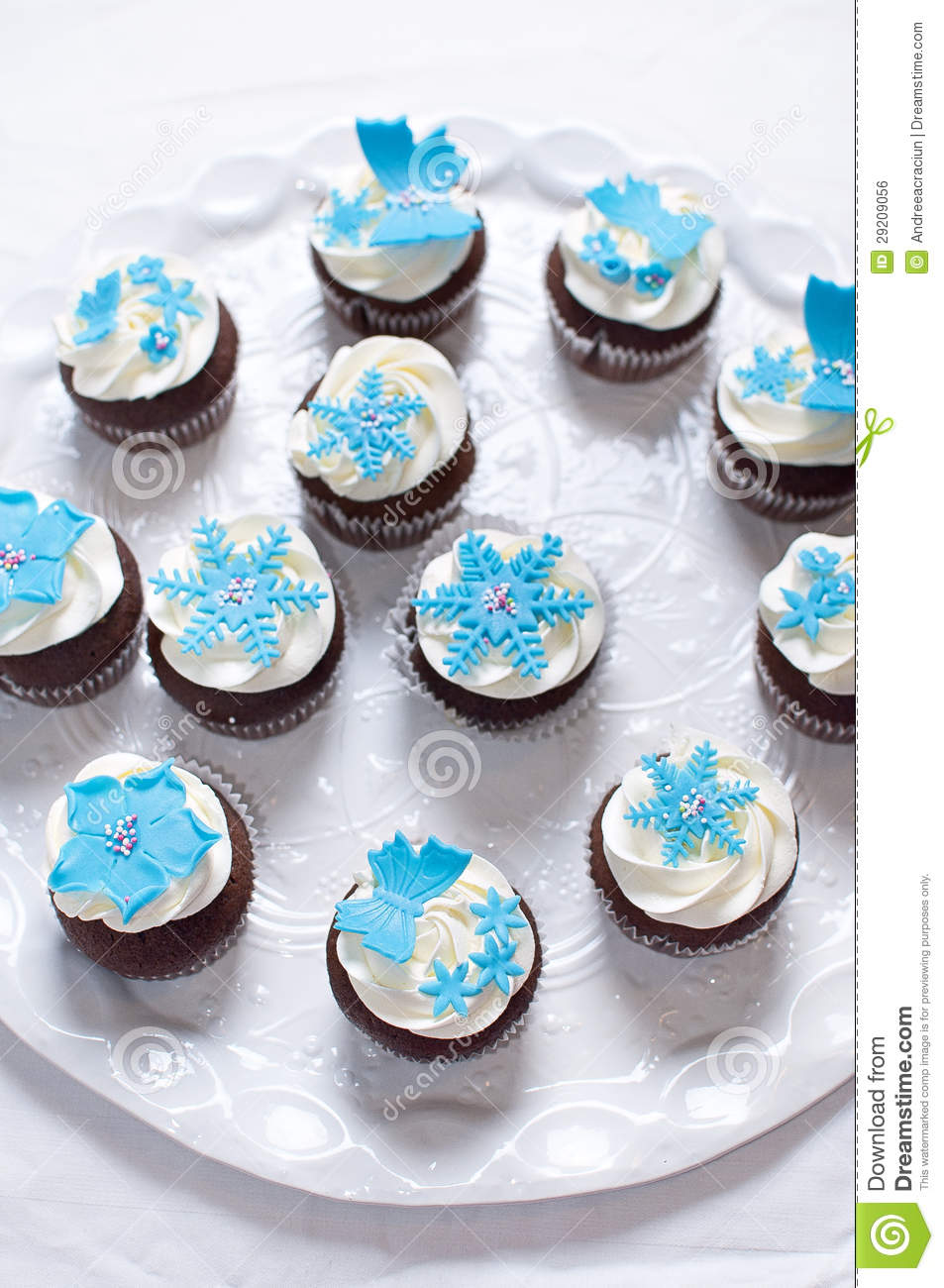 De winter cupcakes met de decoratie van de fondantjebloem for Decoratie cupcakes