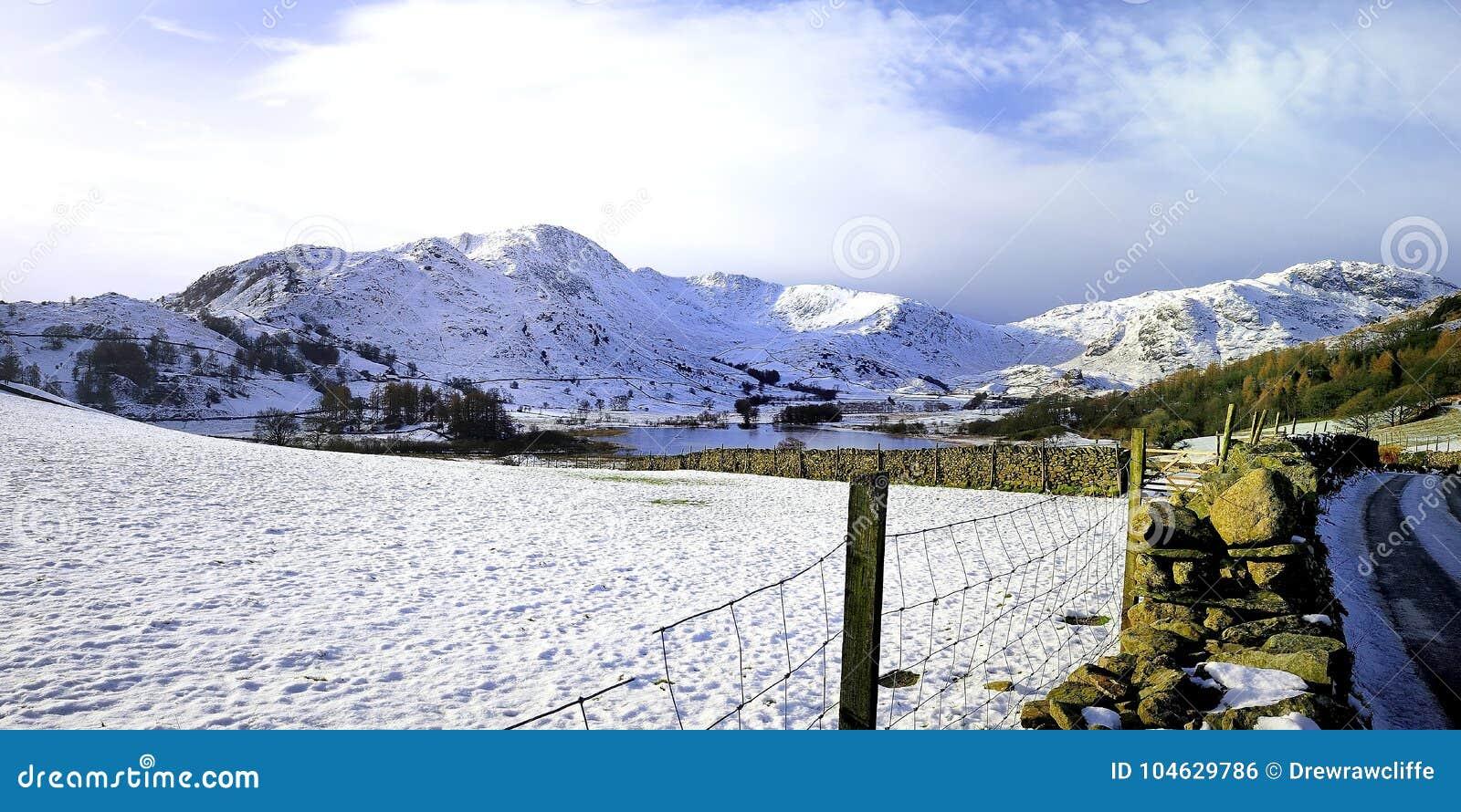 Download De Winter In De Kleine Langdale-Vallei Stock Foto - Afbeelding bestaande uit district, bestrating: 104629786