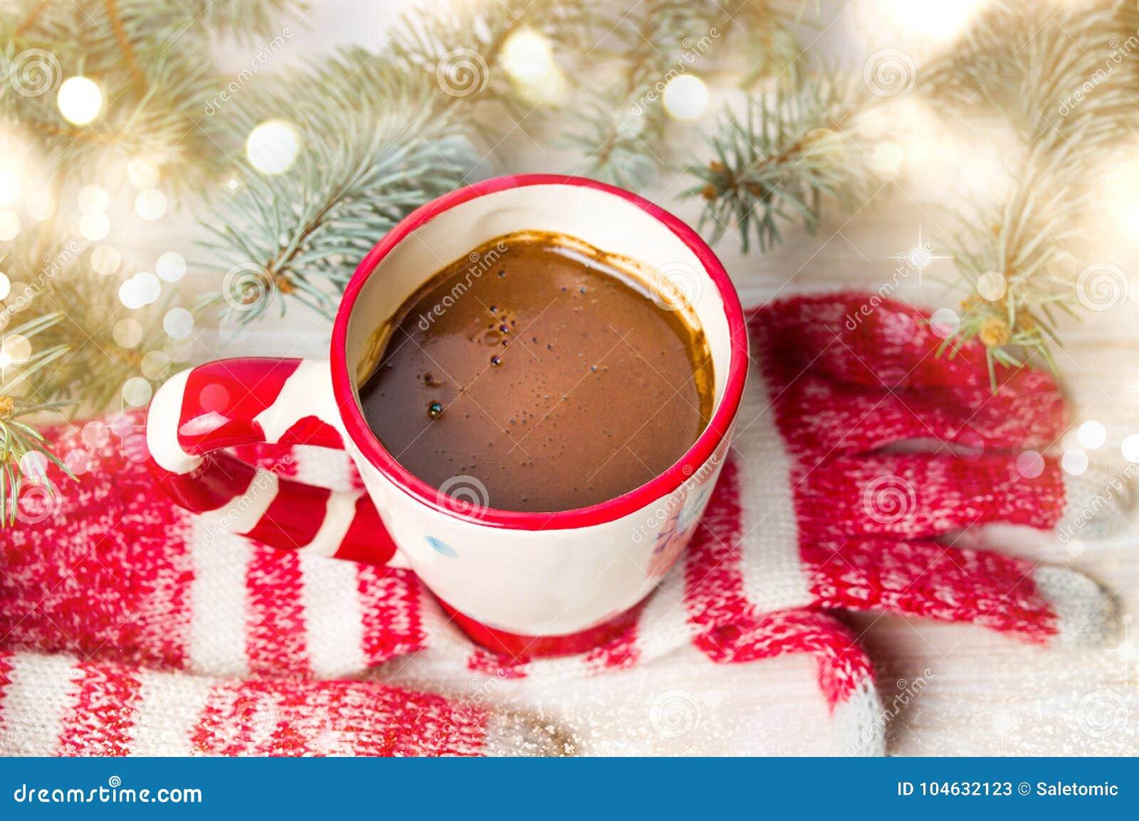 Download De Winterhandschoenen En Warme Kop Van Koffie Stock Afbeelding - Afbeelding bestaande uit cafeïne, droog: 104632123