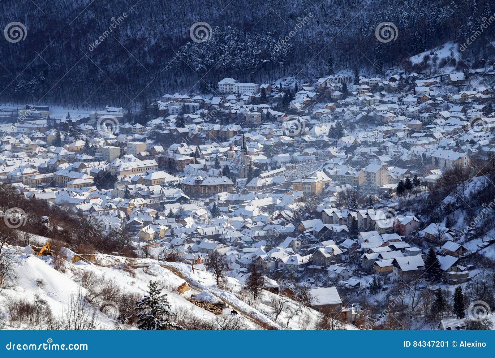 De wintermening van de middeleeuwse stad van Brasov