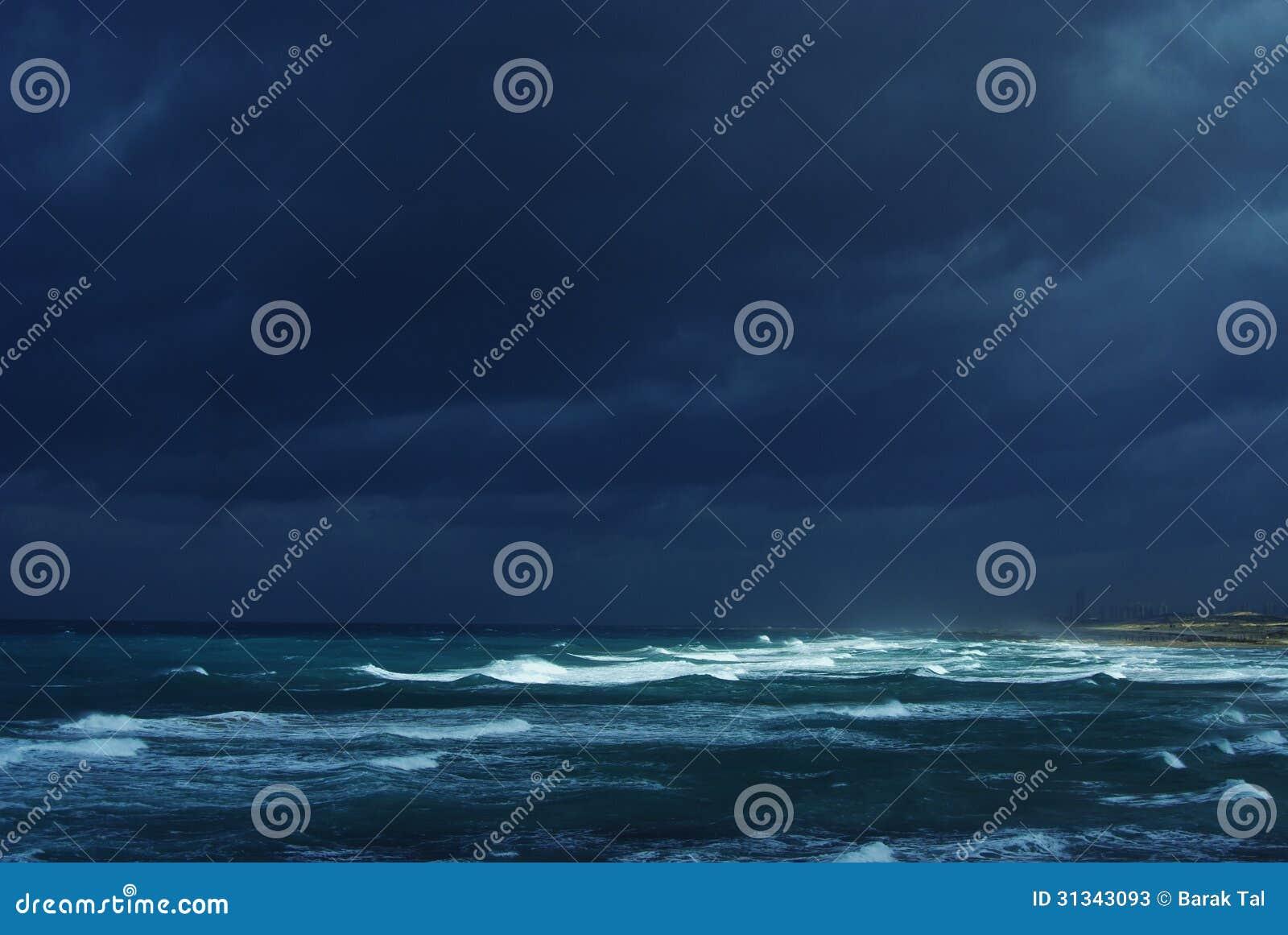 De winteronweer op het overzees
