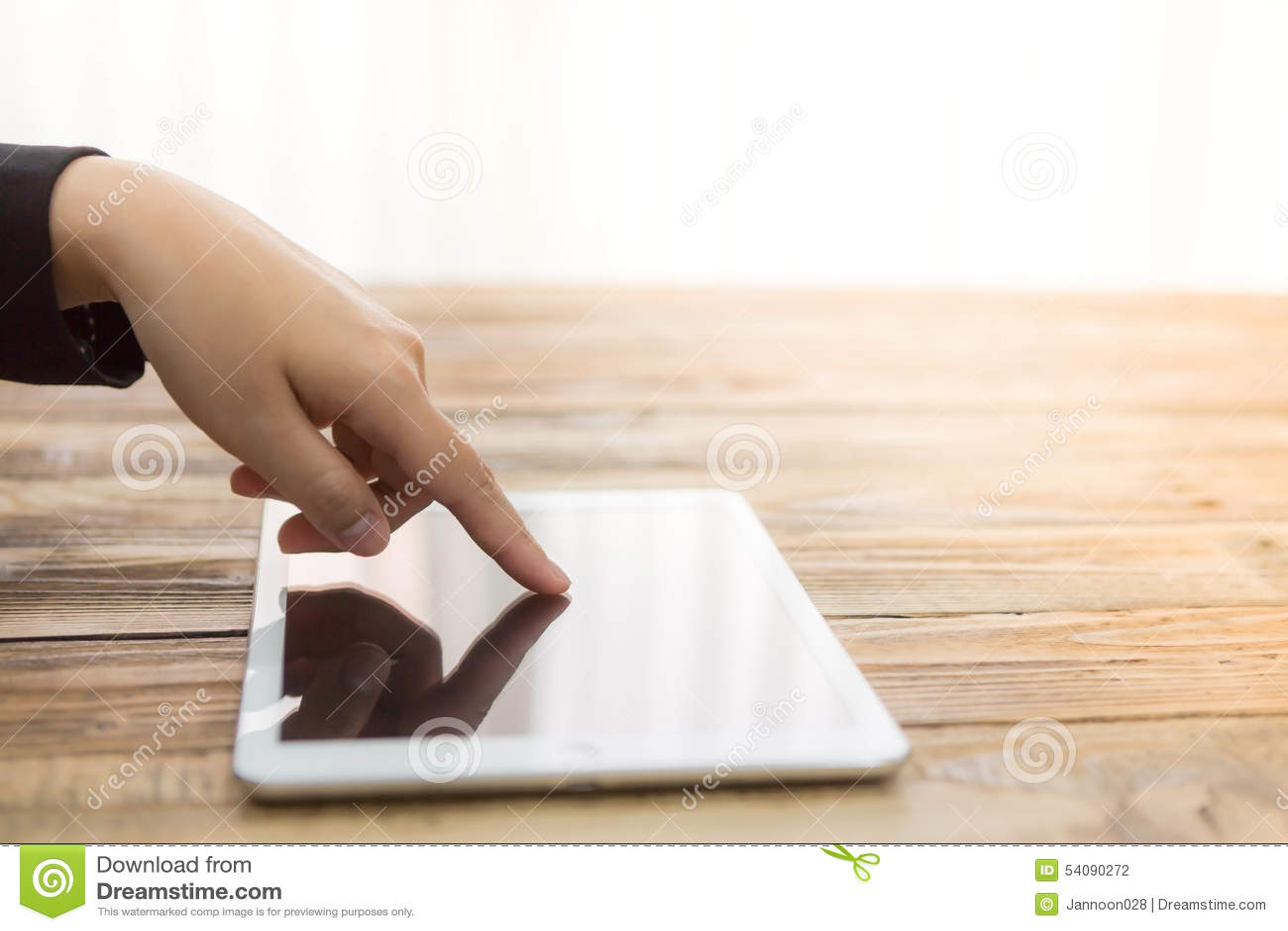 De witte tablet vrouwen van de bedrijfshandaanraking