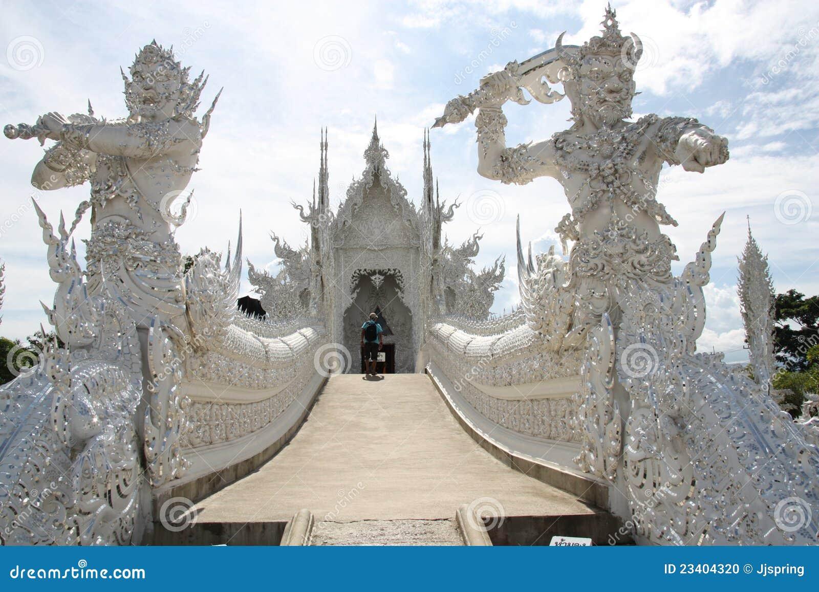 De witte tempel in thailand stock foto afbeelding 23404320 - Eigentijds standbeeldontwerp ...
