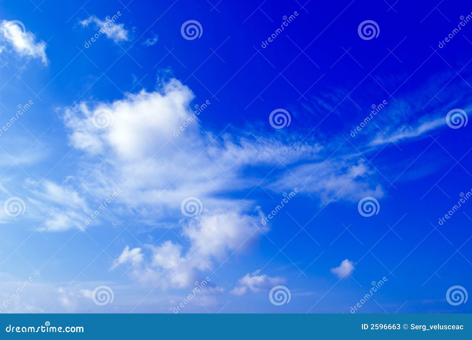 De witte wolken.