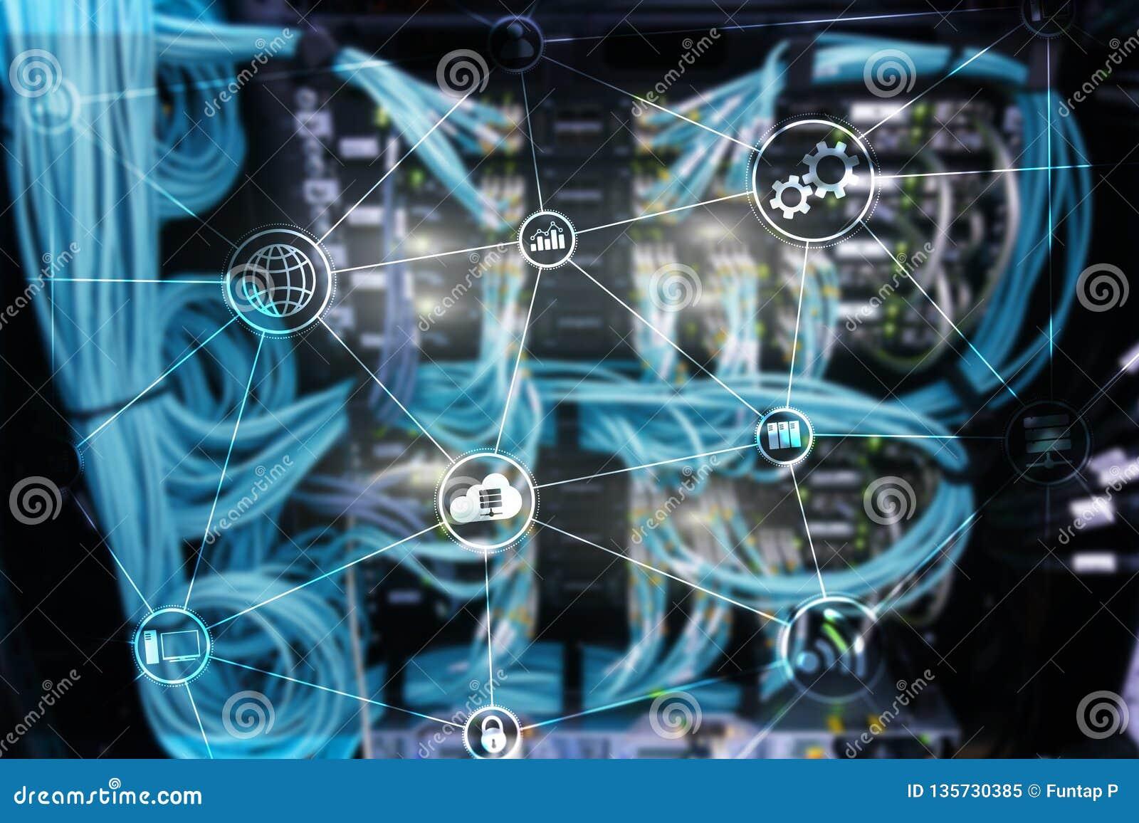 De wolken gegevensverwerking en mededeling van de technologieinfrastructuur Het concept van Internet