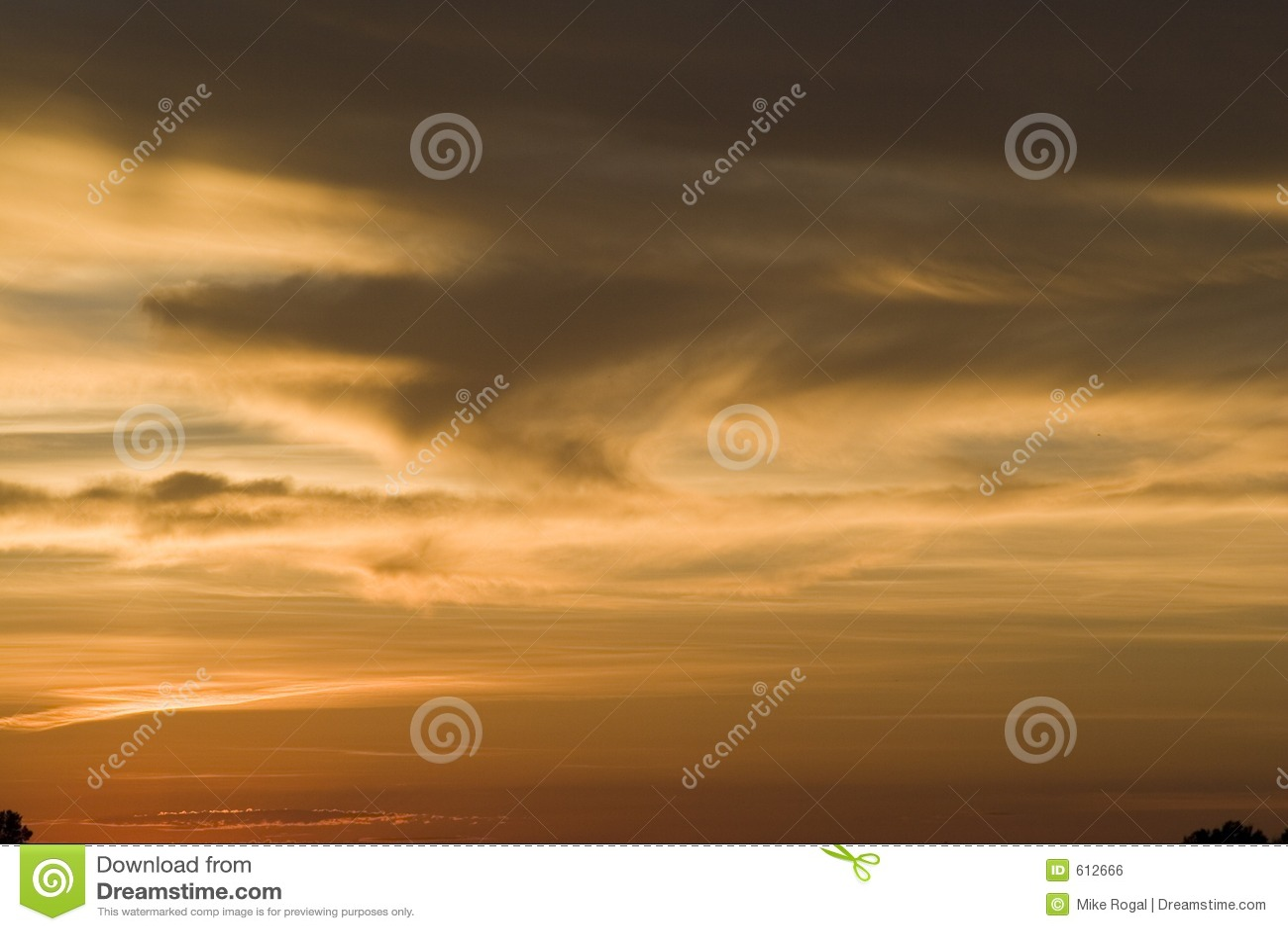 De wolken van de zonsondergang