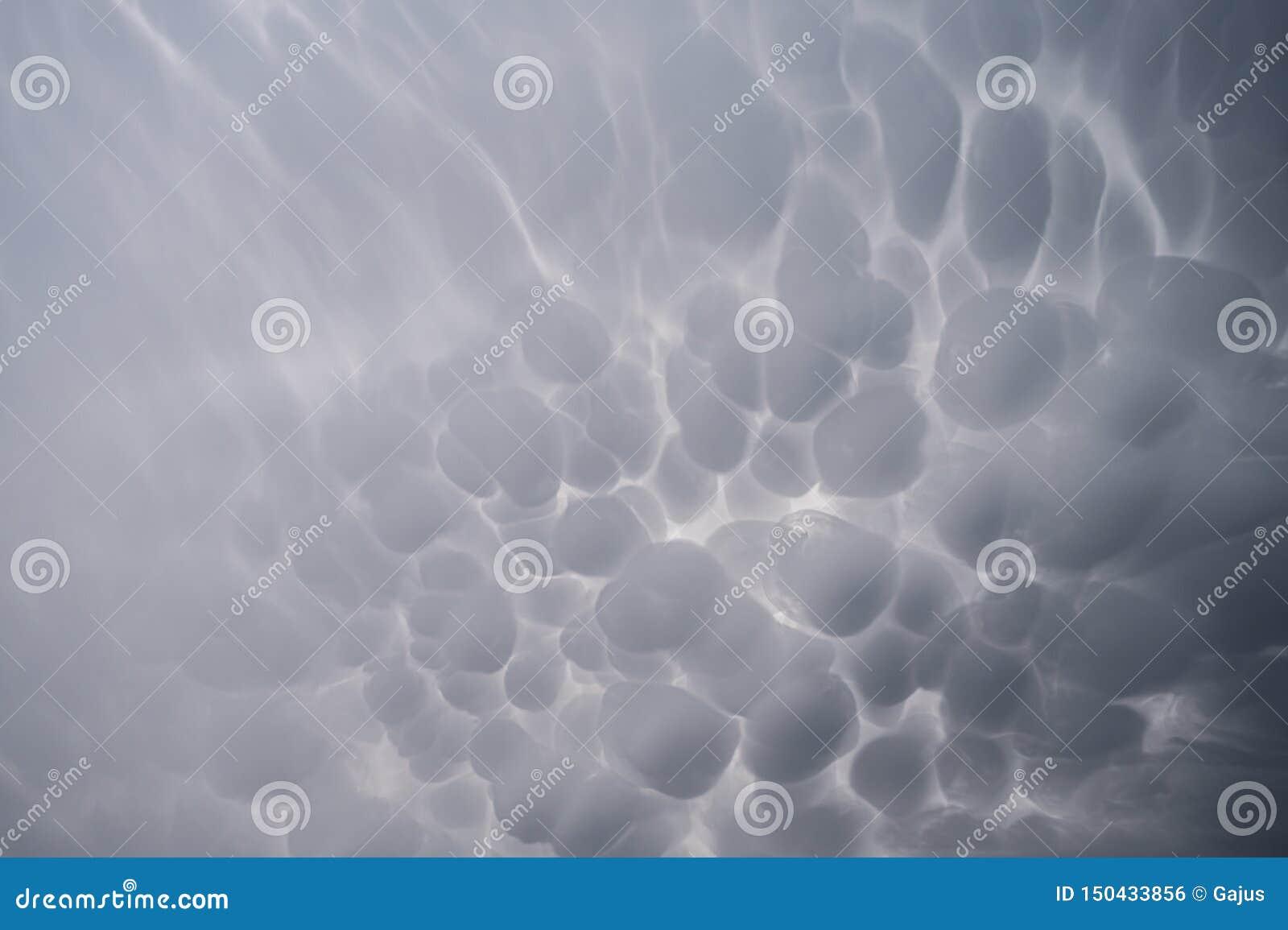 De Wolken van Mammatus