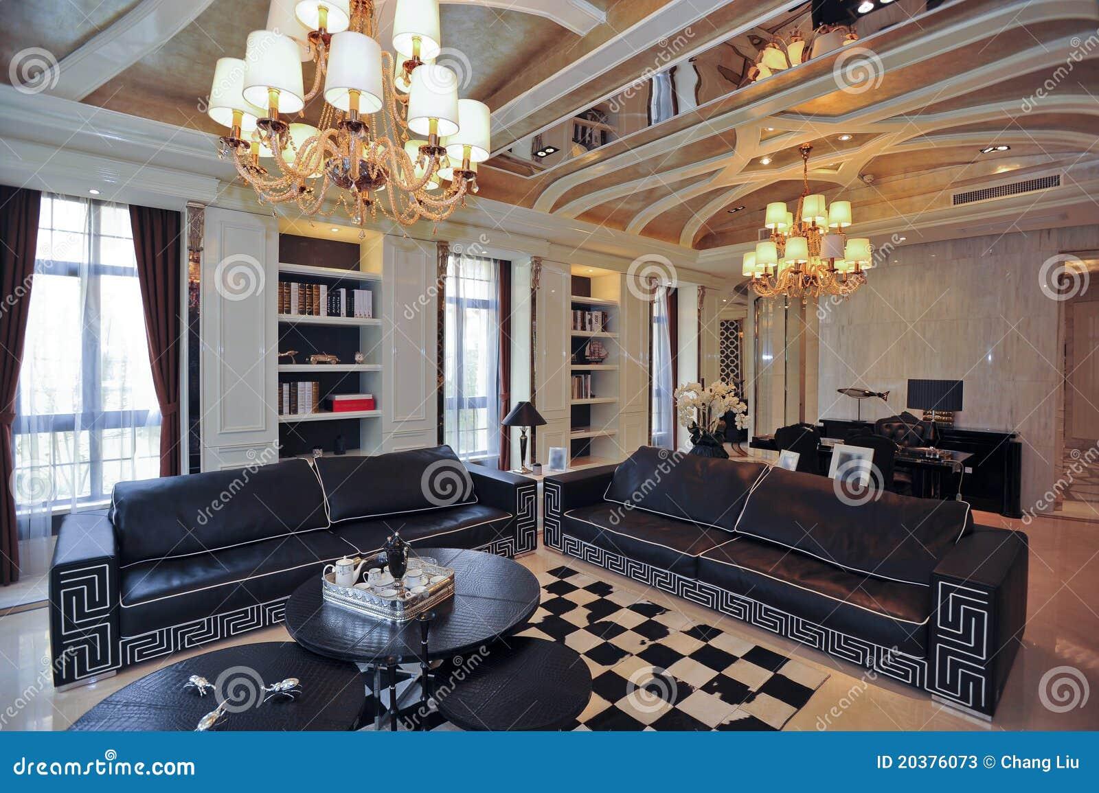 De Woonkamer Zwarte Bank Van De Villa Stock Afbeelding - Afbeelding ...