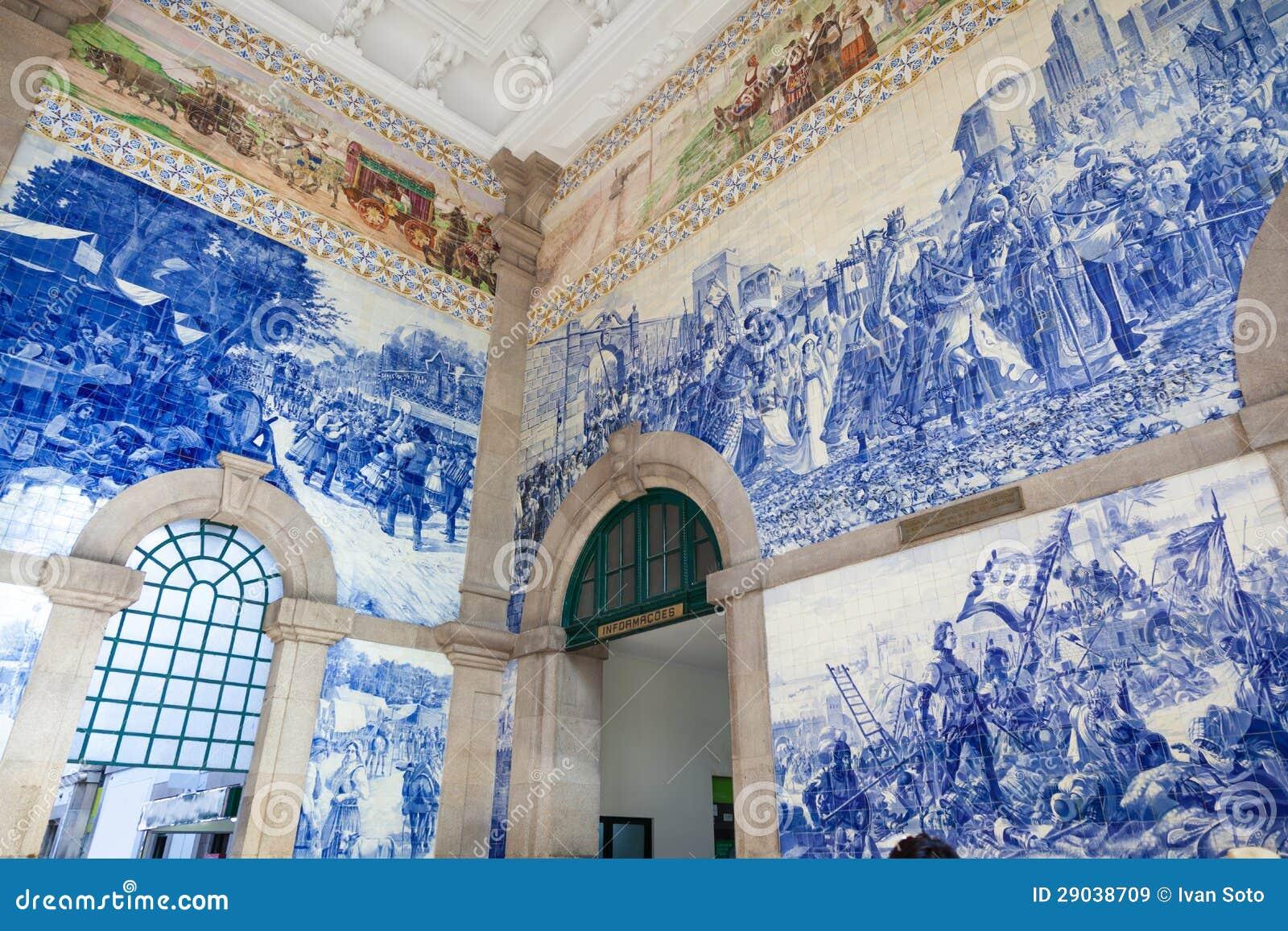 De zaal van het station van Porto, Portugal.