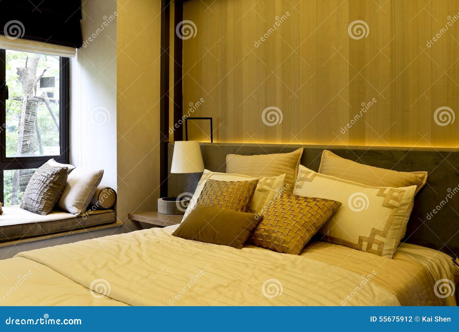 de zachte decoratie van de slaapkamer in het zachte lichte en natuurlijke licht