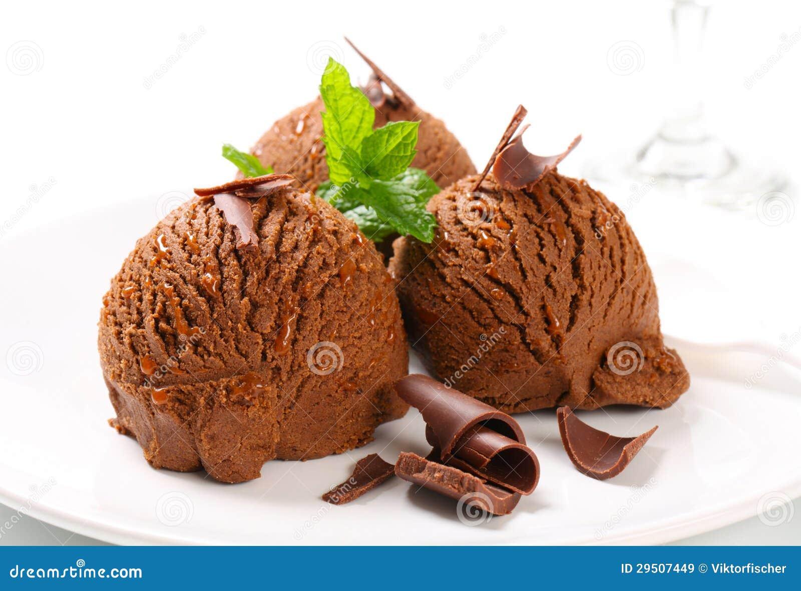 De zachte toffeeroomijs van de chocolade