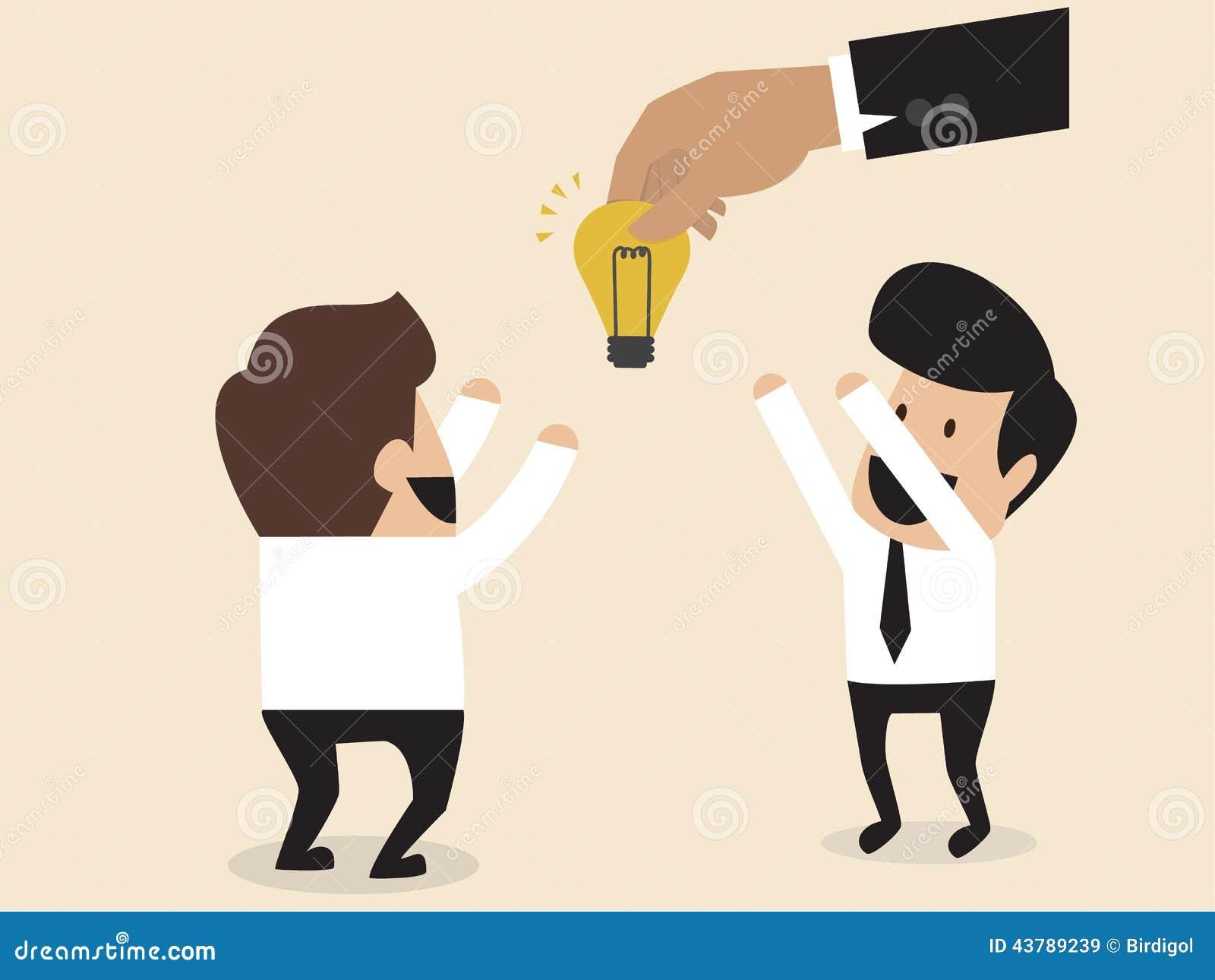 De zakenlieden wordt gegeven een idee lightbulb