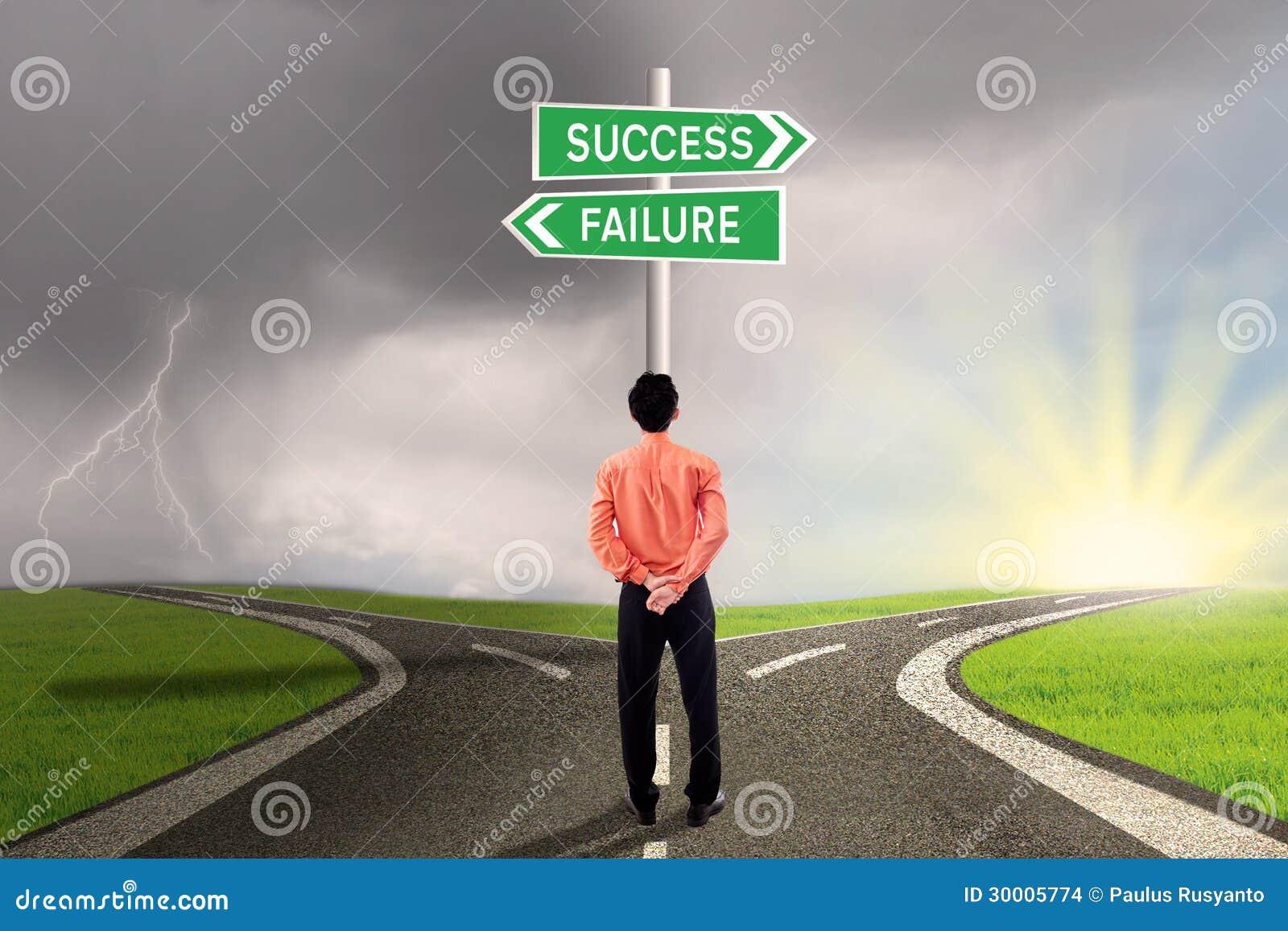 Zakenman die succes of mislukkingsweg kiezen