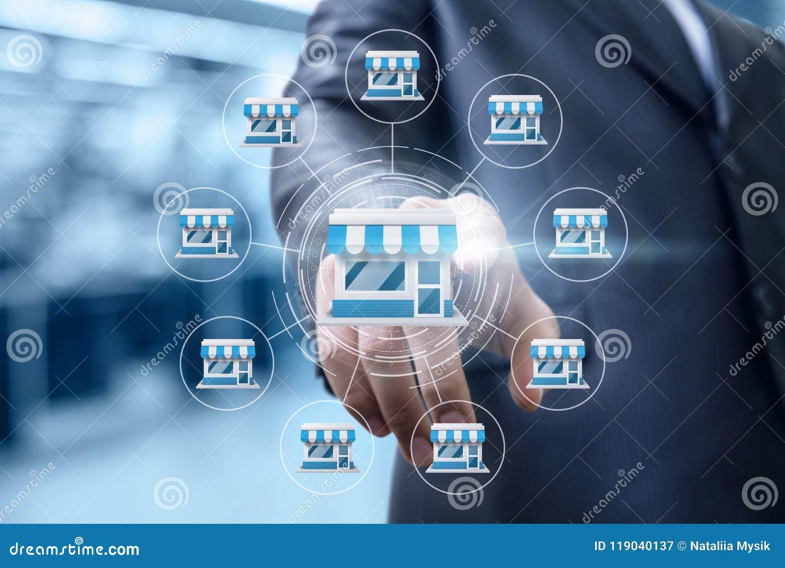 De zakenman klikt op concessie marketing systeem