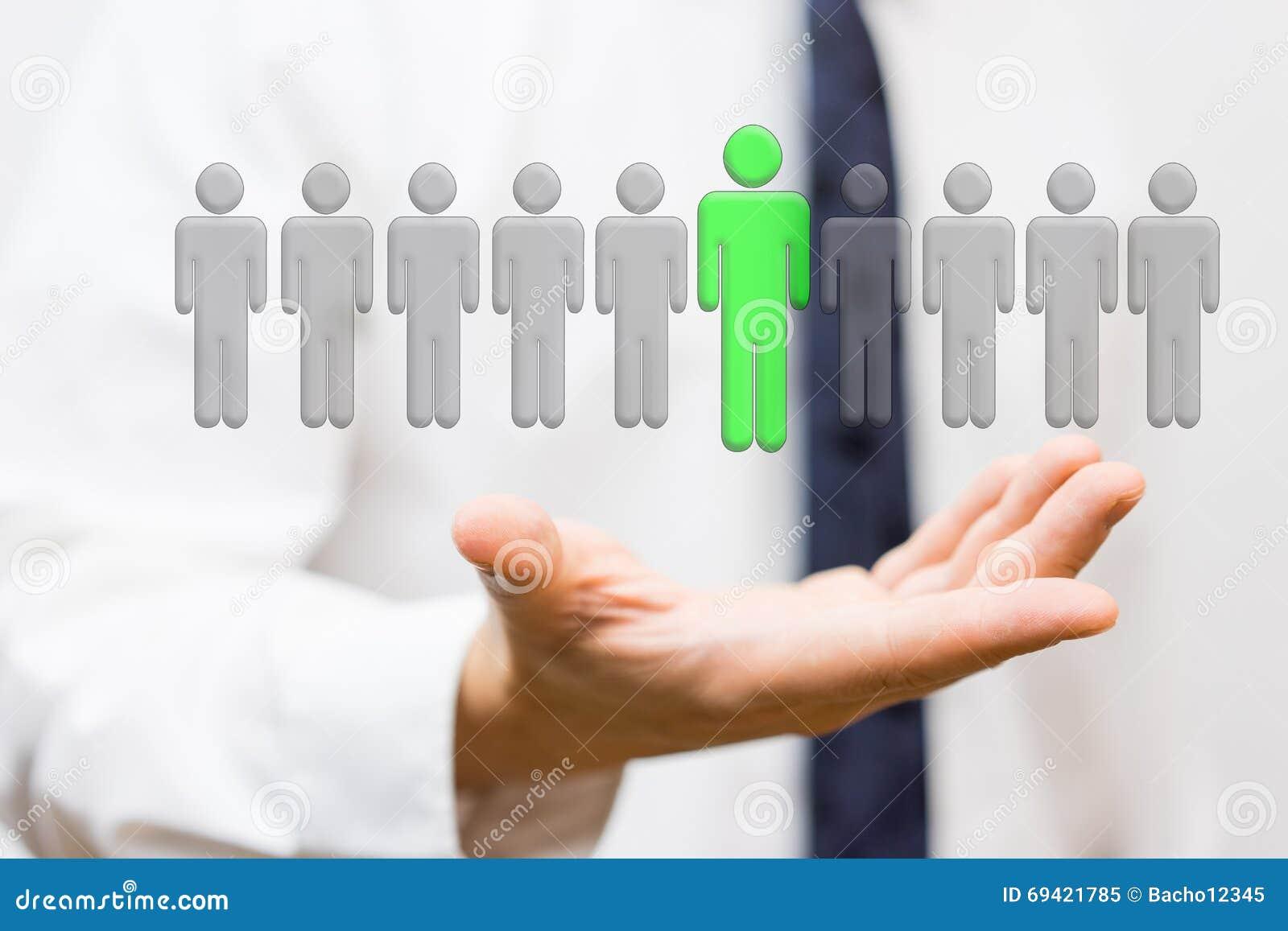 De zakenman toont selectie van hoogste personeel, werkgelegenheid concep