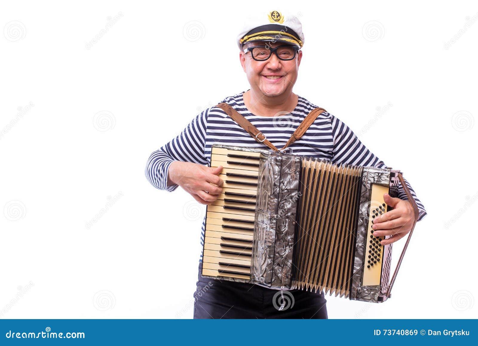 De zanger van de zeemansimpresario met muzikale instrumententrommel en harmonika
