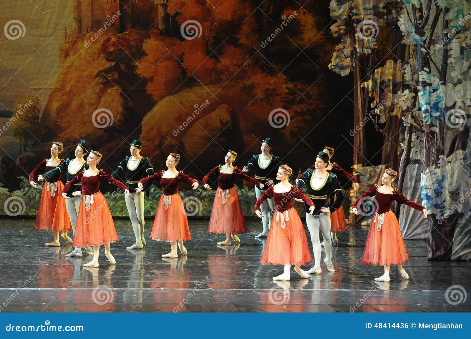 De zeeman en nam meisje-ballet Zwaanmeer toe