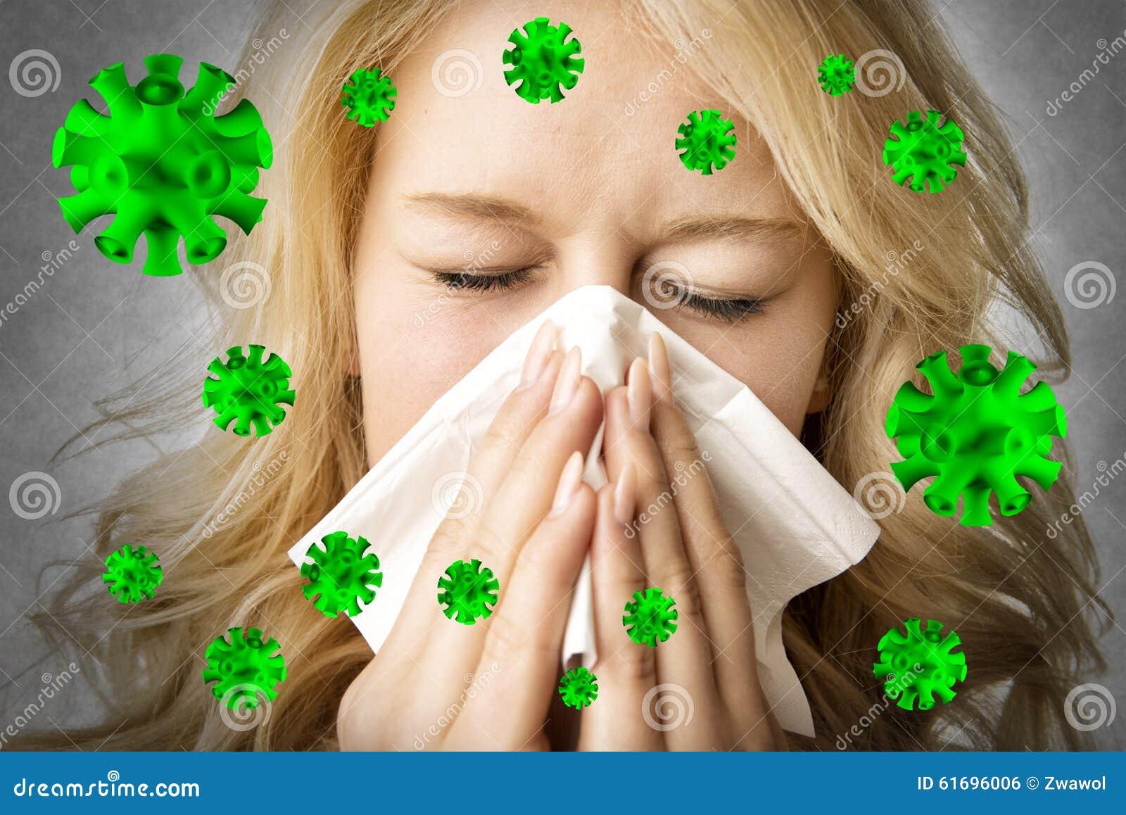 De zieke vrouw met weefsel is het niezen virus