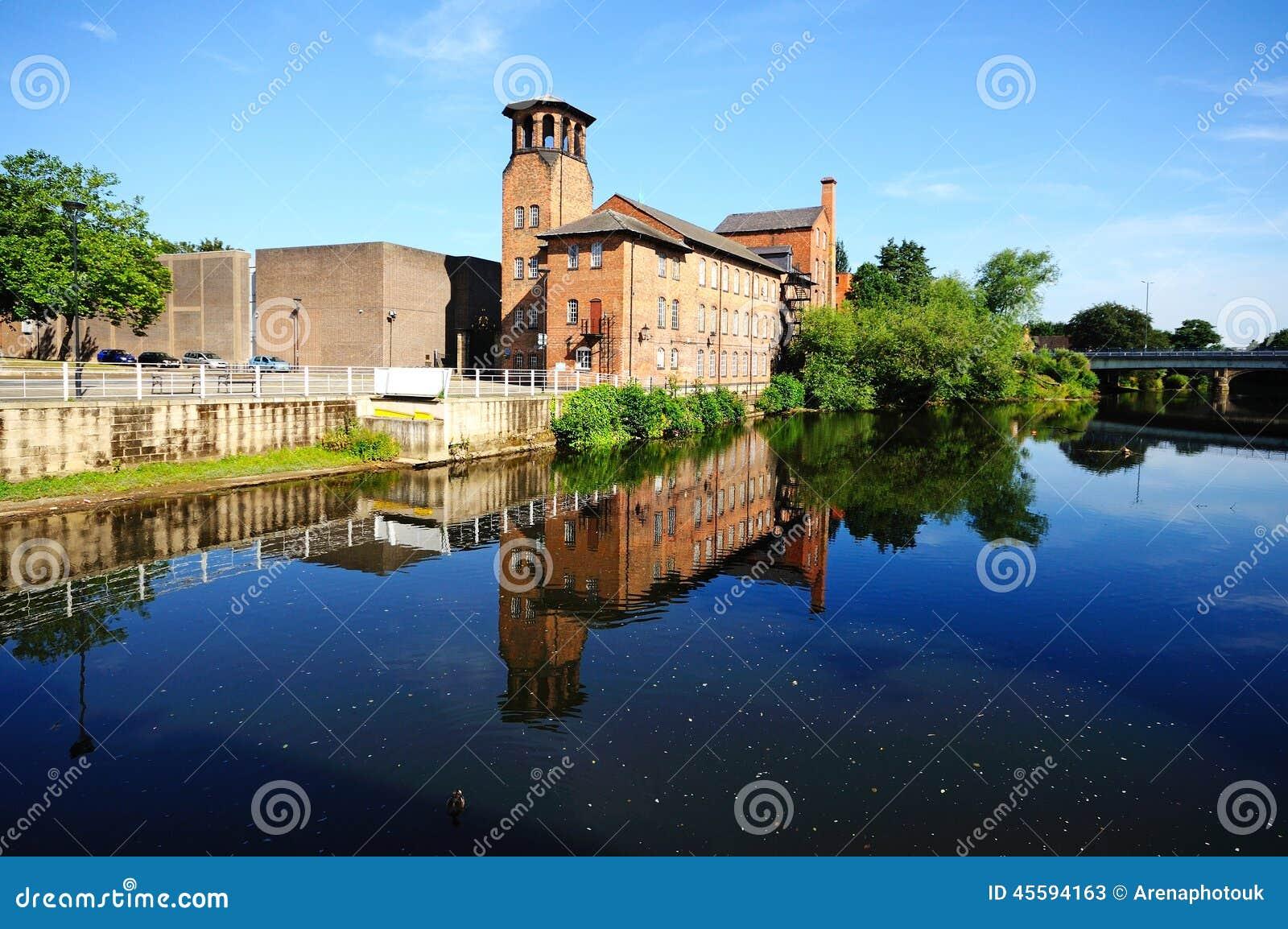 De Zijdemolen, Derby
