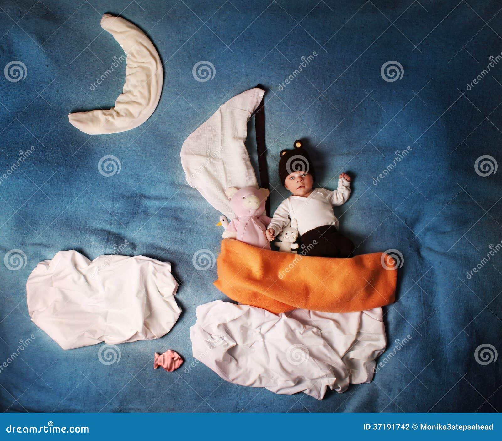 De zoete droom van de baby van de nacht - de rit van het nachtzeil