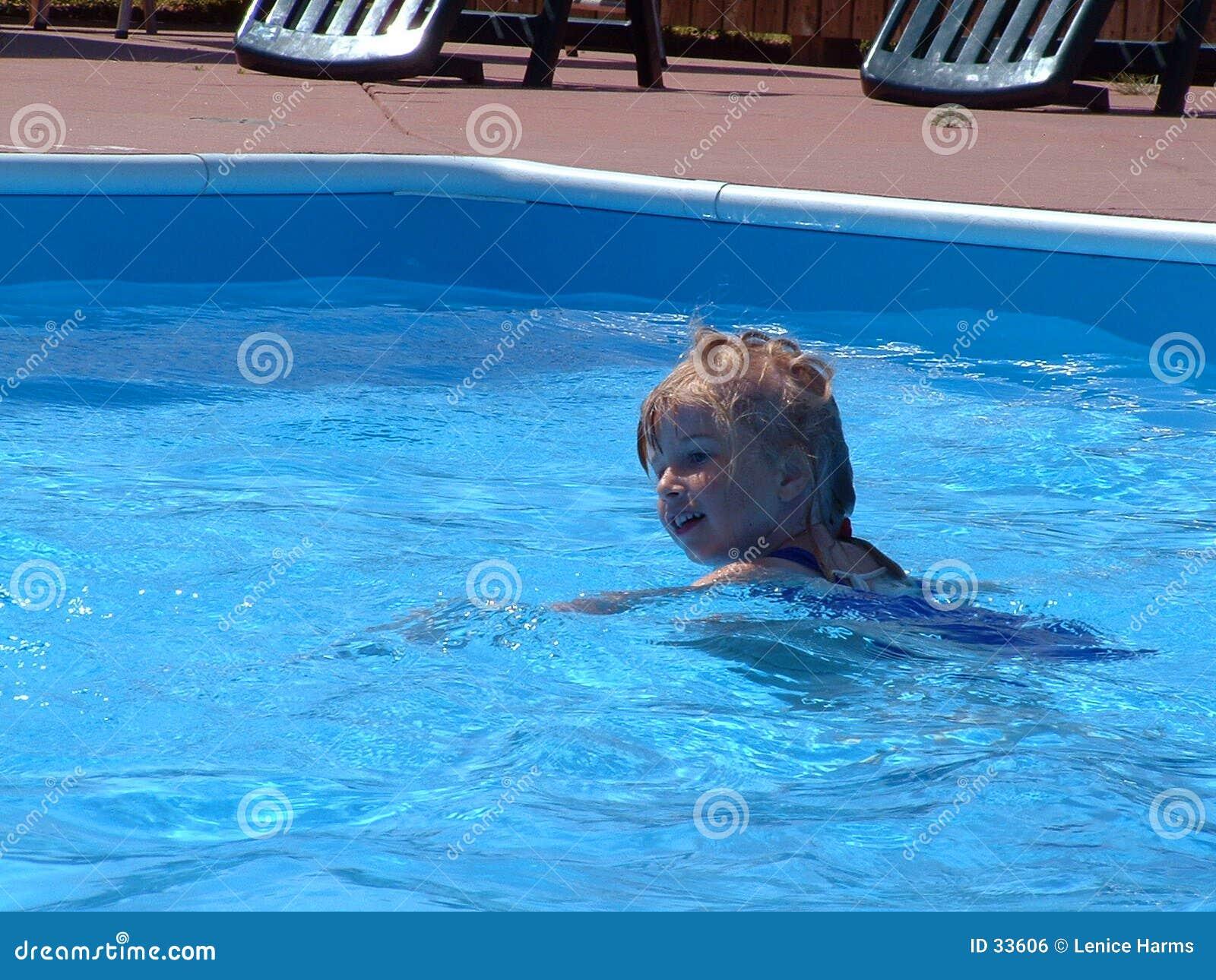 De zomer zwemt