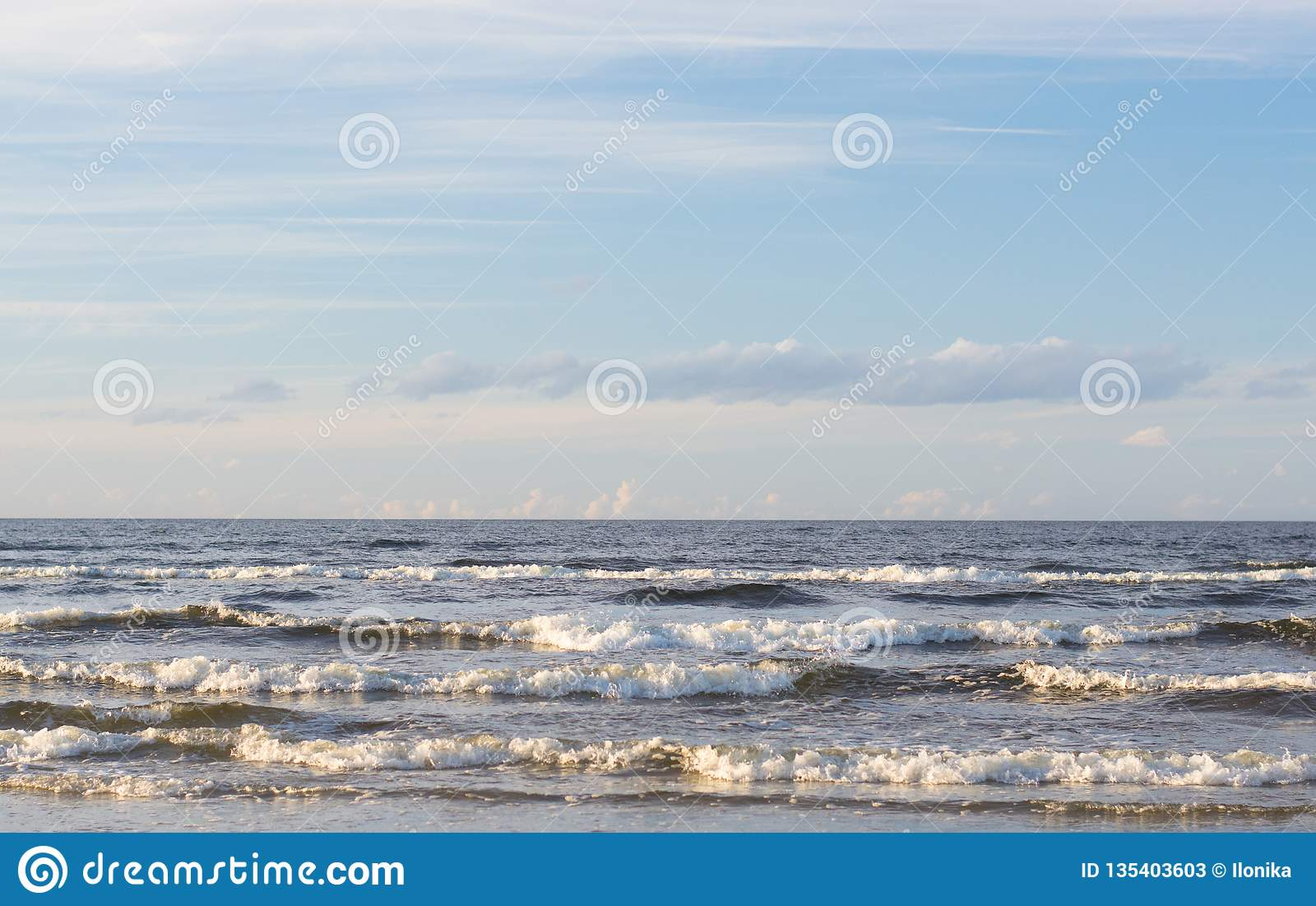 De zomerdag op de kust