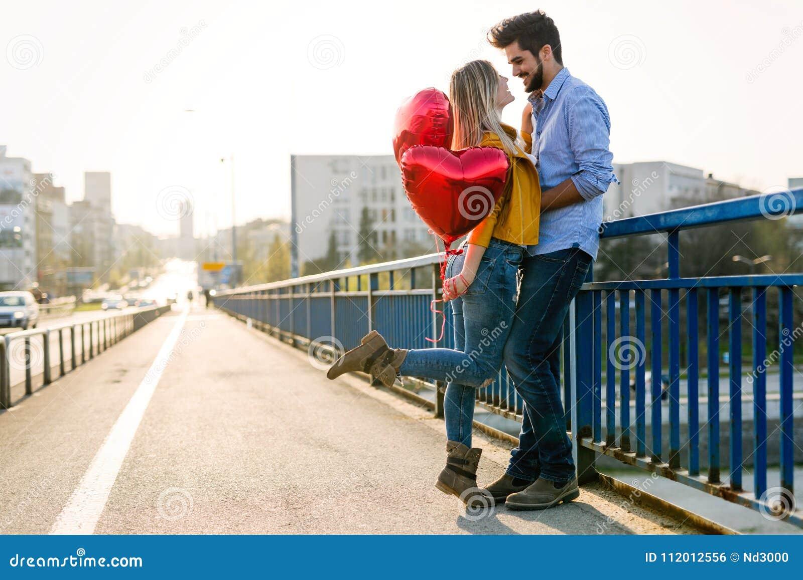 De zomervakantie, viering en het dateren van concept - gelukkig paar
